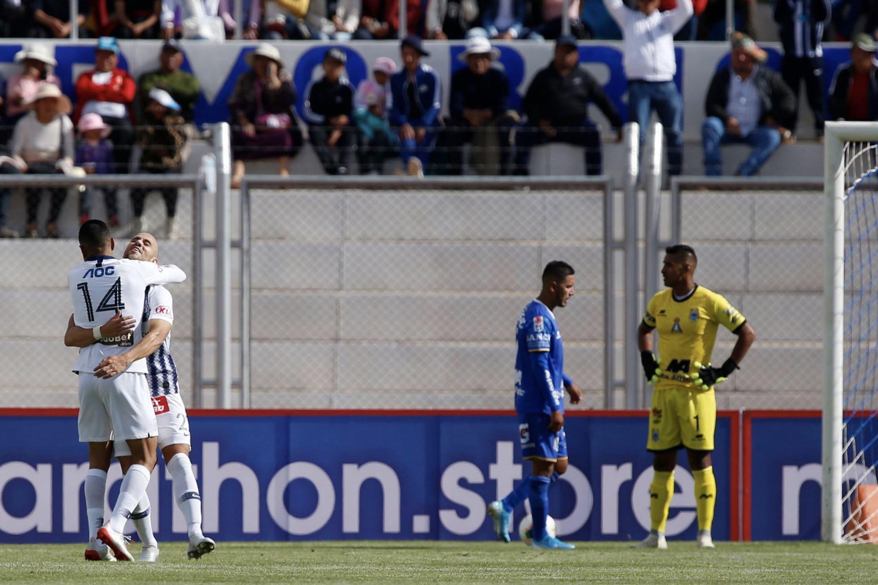 Federico Rodriguez de Alianza Lima celebra el gol ante Binacional en el partido de ida en la final del fútbol peruano por la Liga 1, en la ciudad de Juliaca – Puno. Foto: ANDINA/Carlos Lezama
