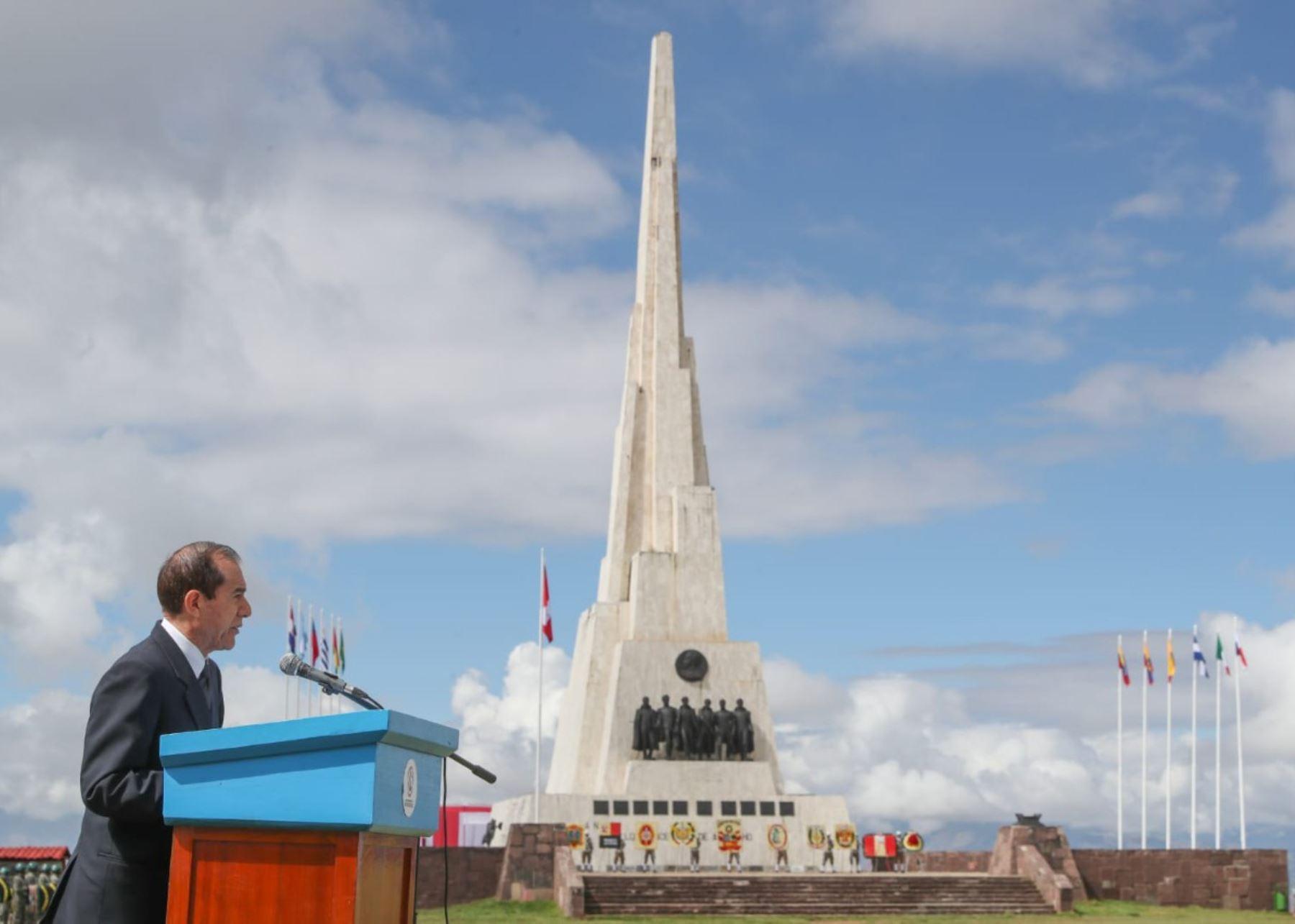 Ministro de Defensa, Walter Martos, en ceremonia por 195° aniversario de la Batalla de Ayacucho.