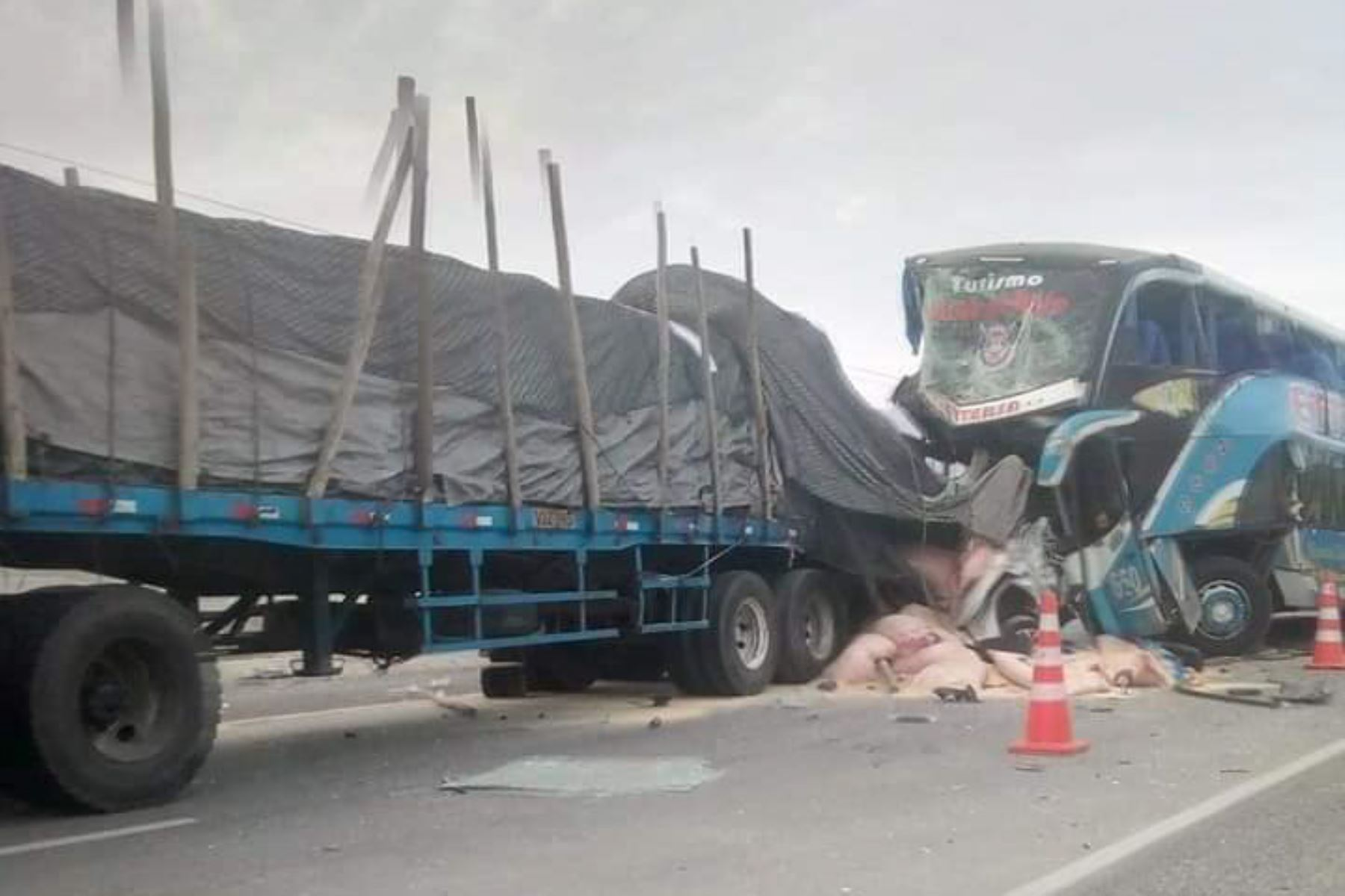 Un cuádruple choque deja al menos cuatro muertos en distrito de Guadalupito, región La Libertad.
