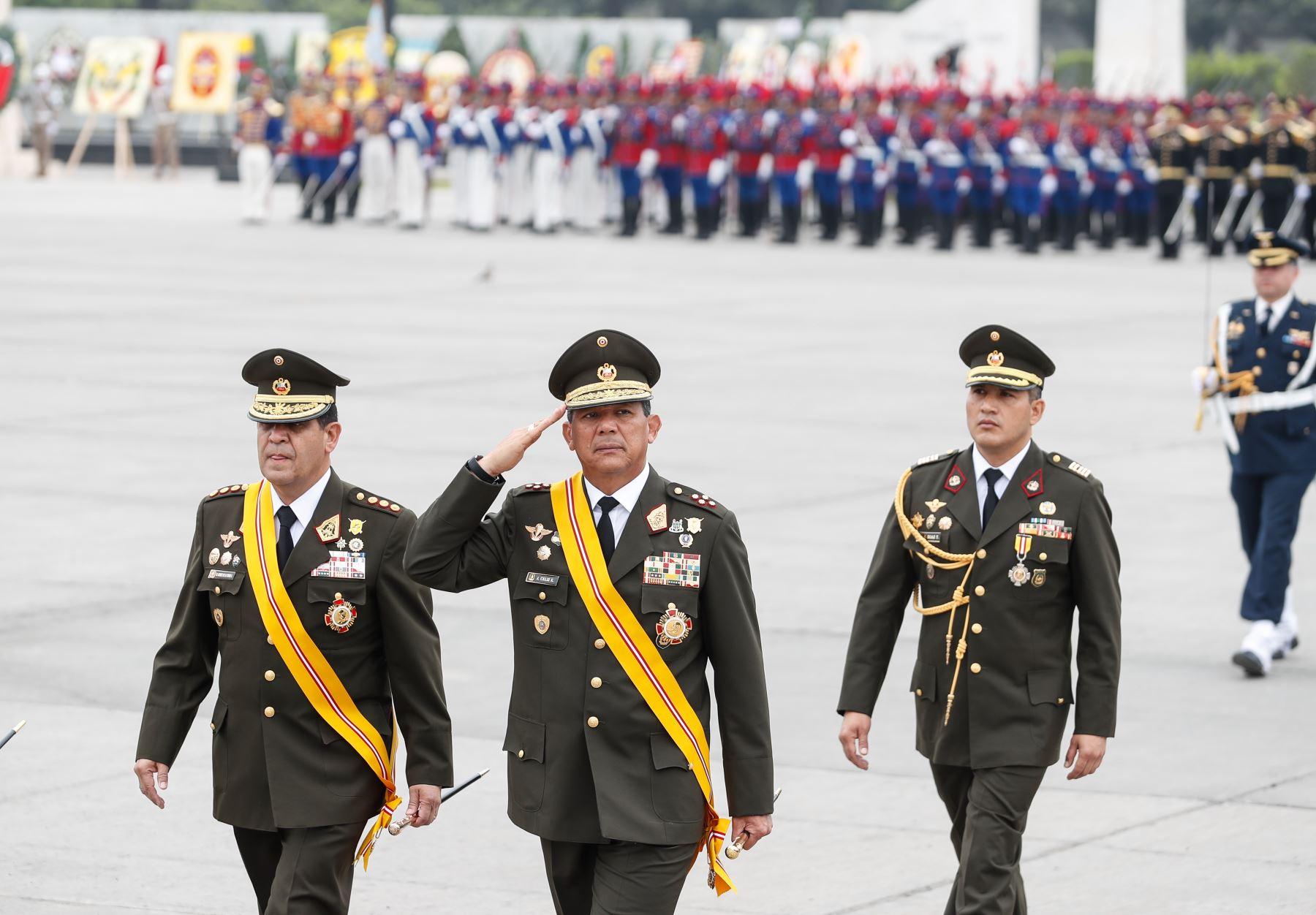 Comandante general del Ejército, general Jorge Orlando Céliz Kuong, participa en ceremonia por el Día del Ejército del Perú. Foto: ANDINA/Renato Pajuelo