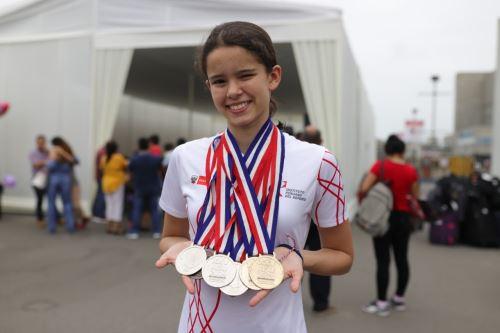 Alexia Sotomayor fue la nadadora que más logros alcanzó en los Juegos Sudamericanos Escolares disputados en Asunción (Paraguay)