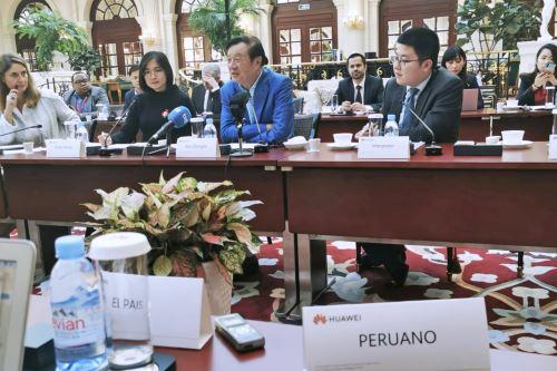 Conferencia de prensa del fundador y CEO de Huawei, Ren Zhengfei en Shenzhen, China