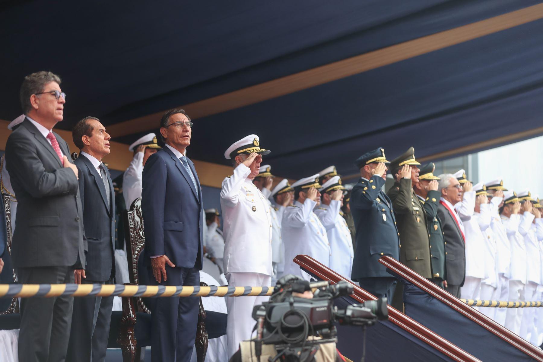 El Presidente de la república Martin Vizcarra, asiste a la ceremonia del zarpe del Buque Oceanográfico B.A.P. Carrasco a la Antártida. Foto: ANDINA/ MINDEF