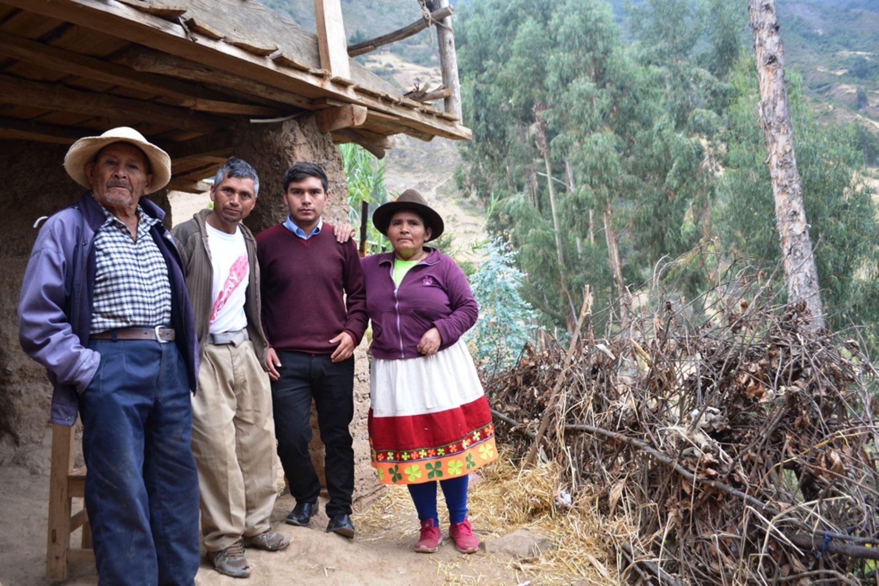 Conoce a Jairo Barrera, el joven huanuqueño que venció a la pobreza gracias al estudio. ANDINA/Difusión