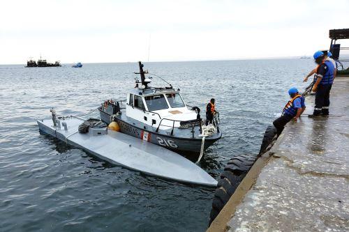 Patrullera Marítima Río Piura remolcó a Paita nave semisumergible, con 2000 kilogramos de probables sustancias ilícitas