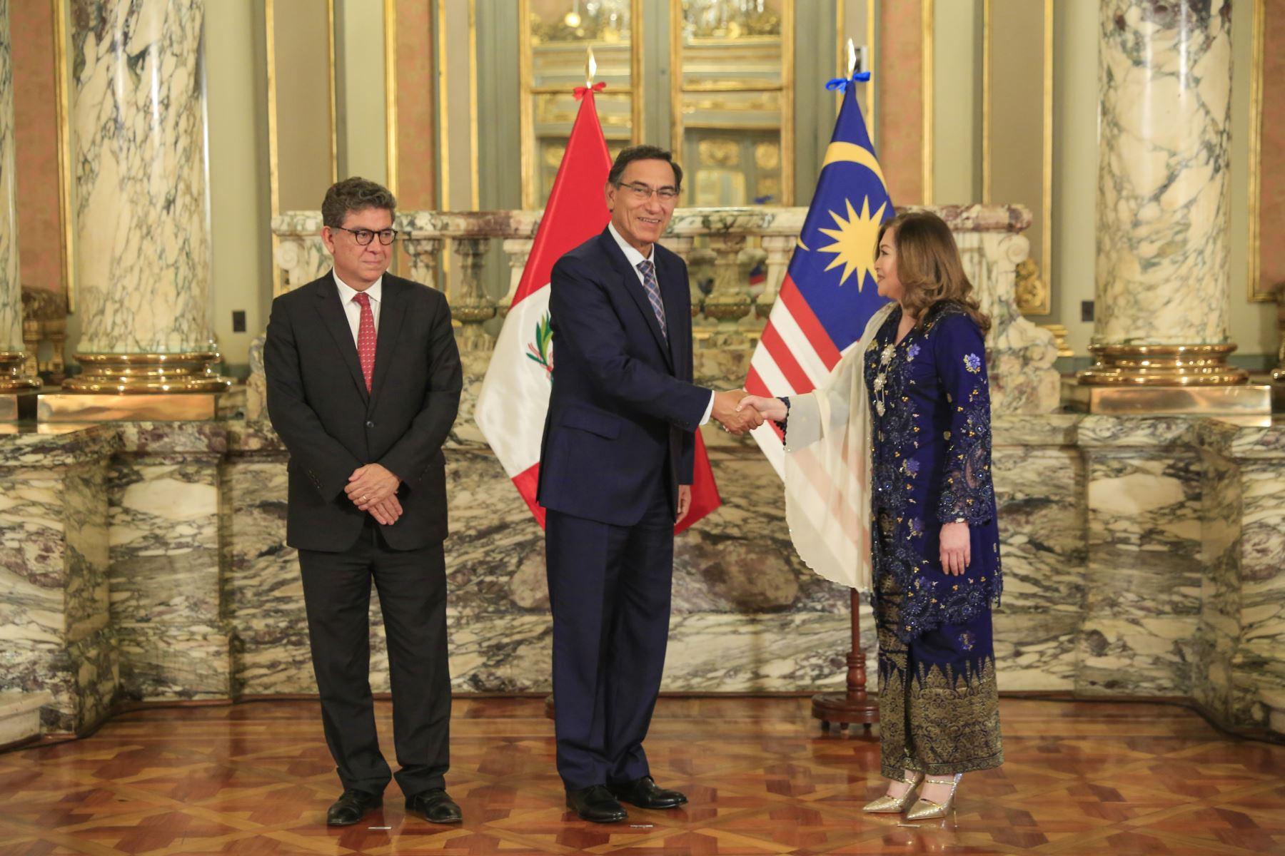 Presidente  Martin Vizcarra recibe carta credencial de nueva embajadora de Malasia, Fenny Nuli. Foto: ANDINA/Prensa Presidencia