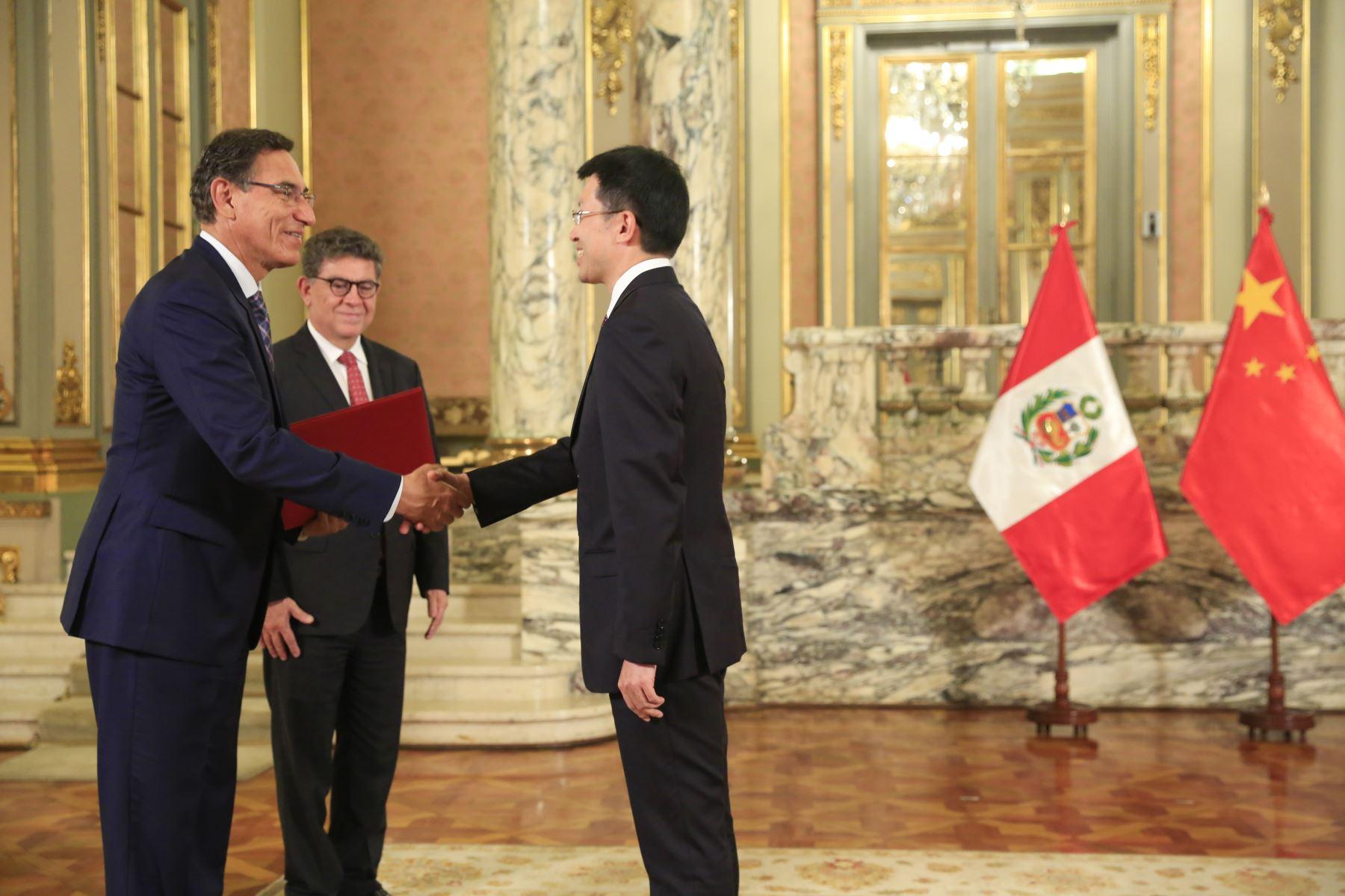 Presidente  Martin Vizcarra recibe carta credencial de nuevo embajador de China, Liang Yu. Foto: ANDINA/Prensa Presidencia