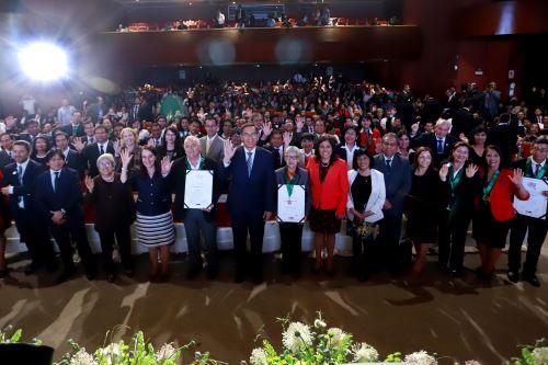Presidente  Vizcarra premia a educadores del país con las Palmas Magisteriales 2019