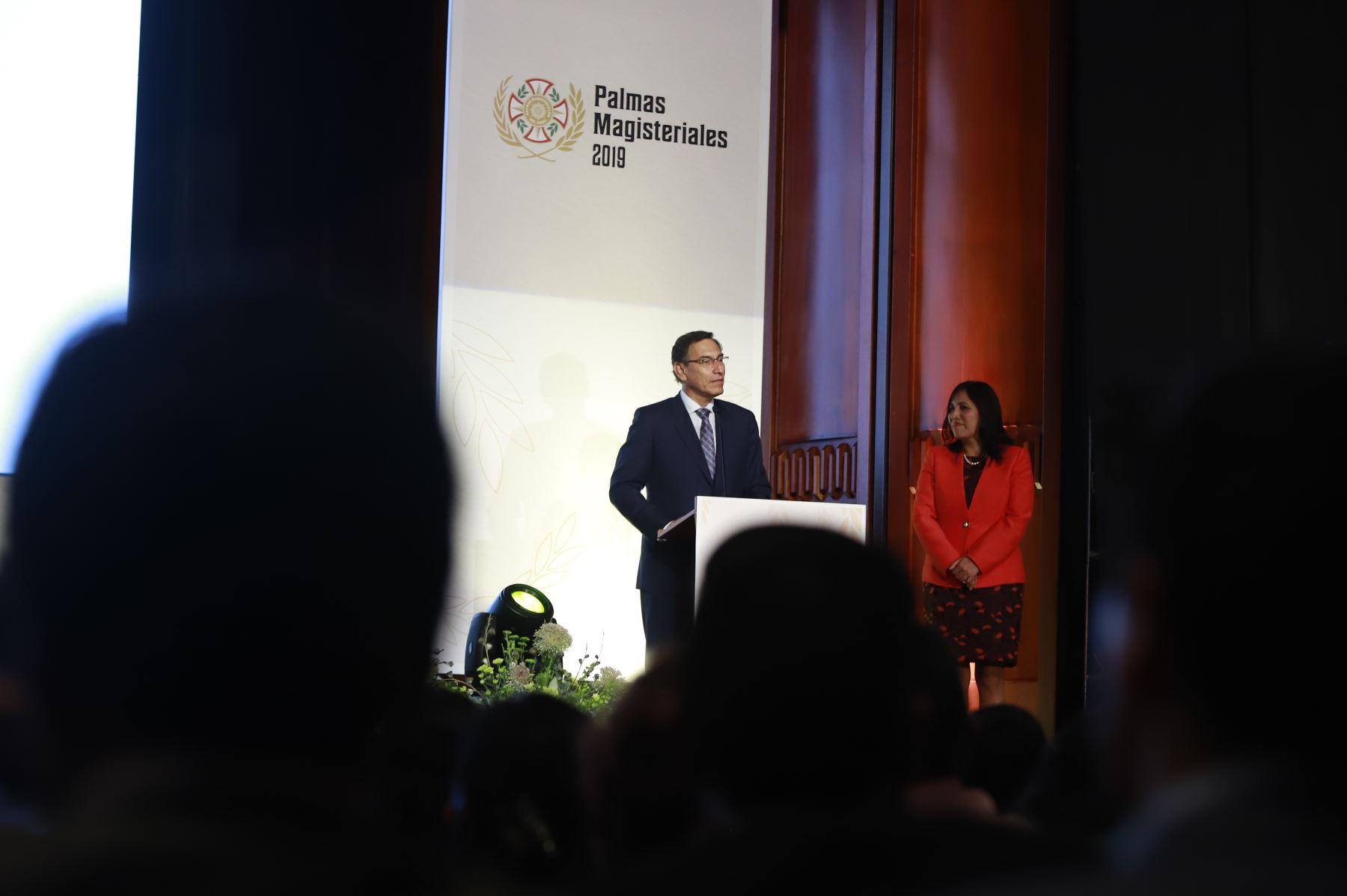 Presidente Martín Vizcarra reconoce con las   Palmas Magisteriales 2019 a los profesionales que han destacado por su contribución extraordinaria a la educación y desarrollo del país.  Foto: ANDINA/Prensa Presidencia