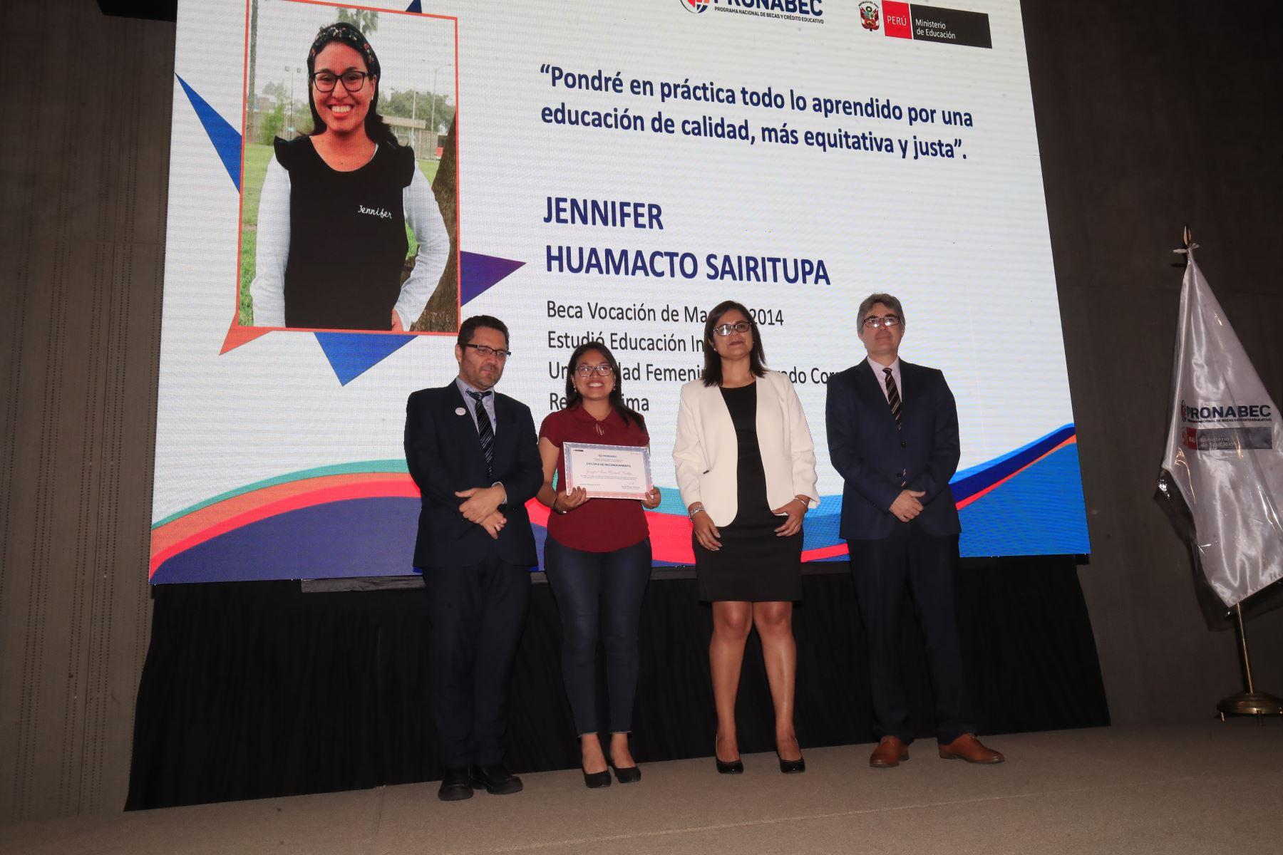 El Programa Nacional de Becas y Crédito Educativo (Pronabec) del Ministerio de Educación reconoció a 280 jóvenes talentos que acaban de concluir sus estudios de Educación  Foto: Andina/Juan Carlos Guzmán Negrini