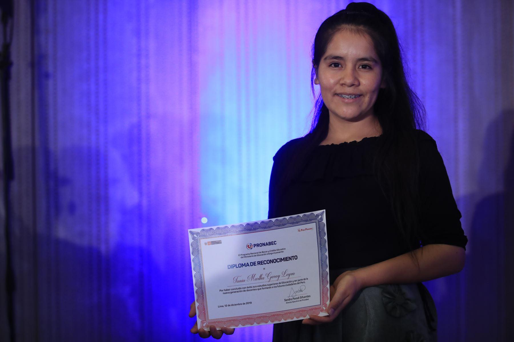Martha Garay, egresada reconocida por Pronabec tras concluir sus estudios de Educación  Foto: Andina/Juan Carlos Guzmán Negrini