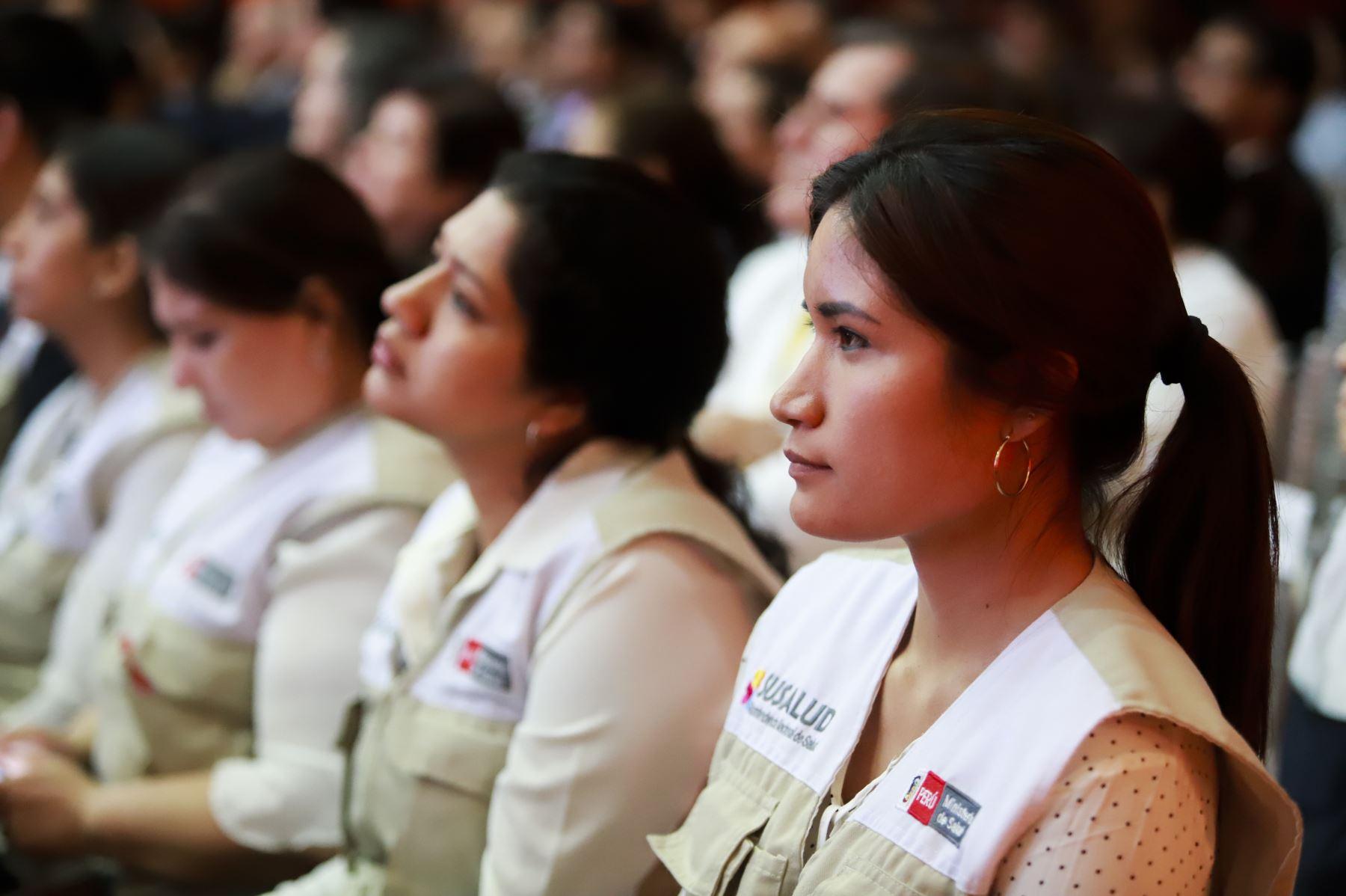 Presidente de la República, Martín Vizcarra Cornejo, junto a la ministra de Salud, Elizabeth Hinostroza Pereyra, presentan  la Cobertura Universal de Salud (CUS) para toda la población peruana. Foto: ANDINA/ Prensa Presidencia