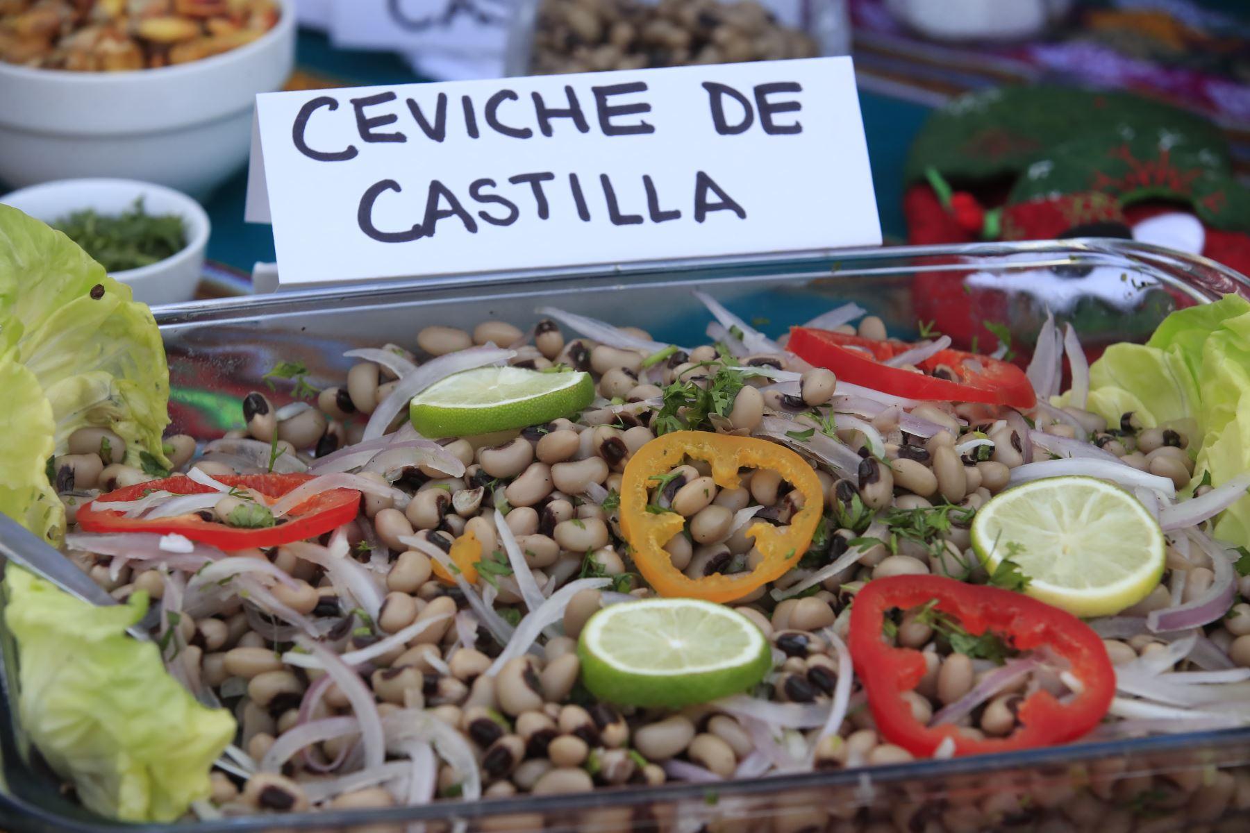 El Ministerio de Agricultura y Riego (MinagriI) organiza feria navideña donde se exhiben alternativas de comida y diversos productos de todas las regiones del país en el distrito de Lince.  Foto:ANDINA / Juan Carlos Guzmán Negrini