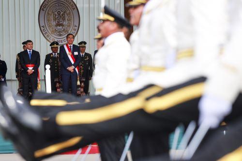 Presidente Vizcarra asiste a la ceremonia de clausura del año académico y graduación de Alféreces de la Policía del Perú
