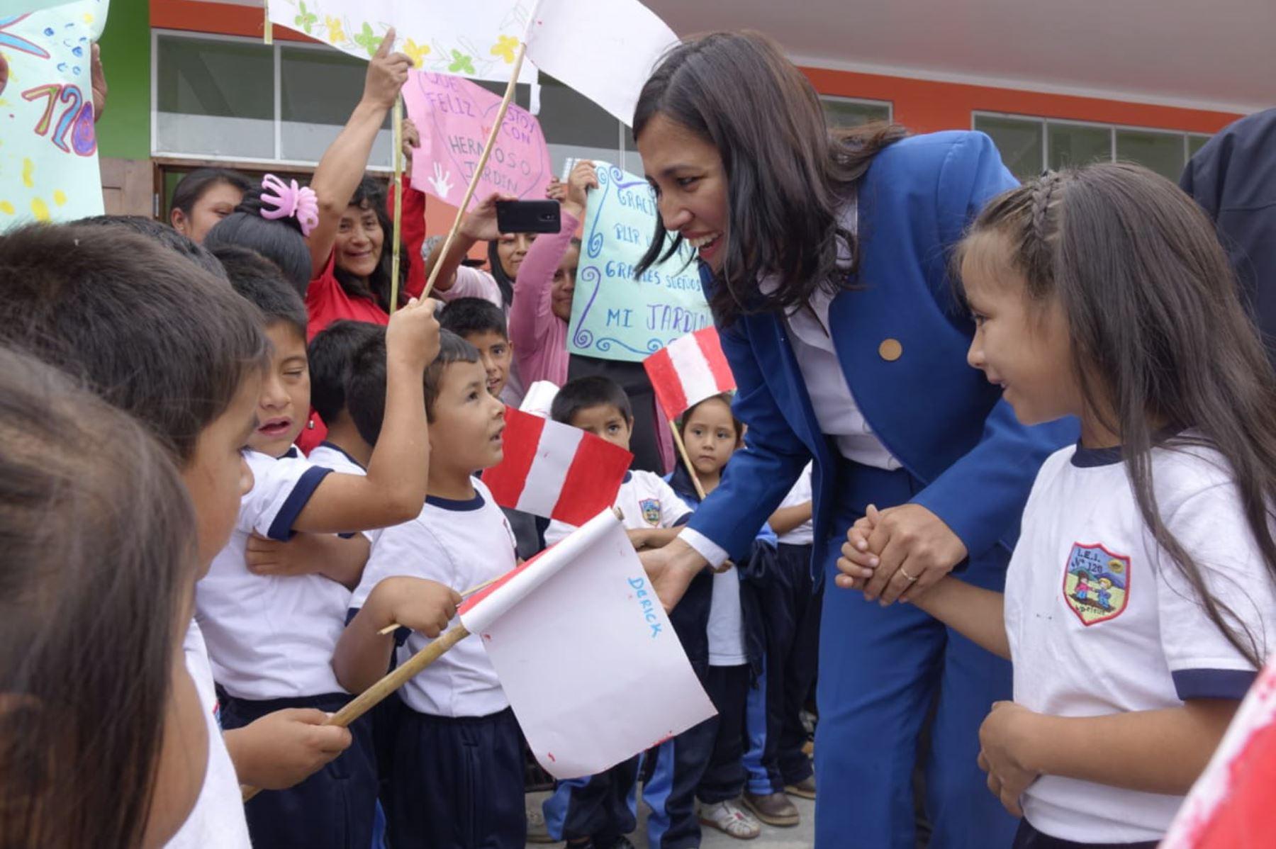 La titular del Minedu, Flor Pablo Medina, inauguró una moderna escuela en Amazonas, que demandó una inversión superior a los S/ 2.5 millones.