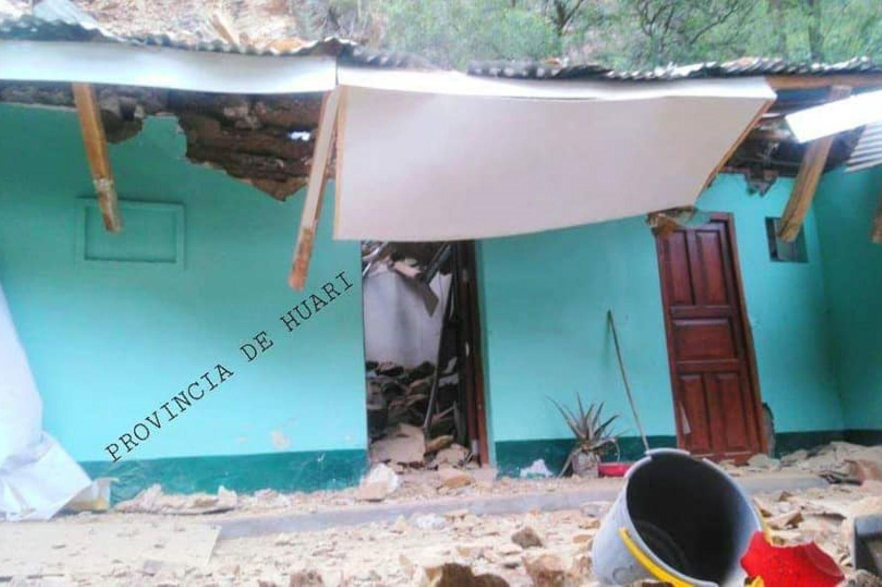 La comisaría de Huaytuna, ubicada en la provincia ancashina de Huari, quedó inhabitable por un derrumbe producto de las lluvias. Foto: Cortesía/Provincia de Huari