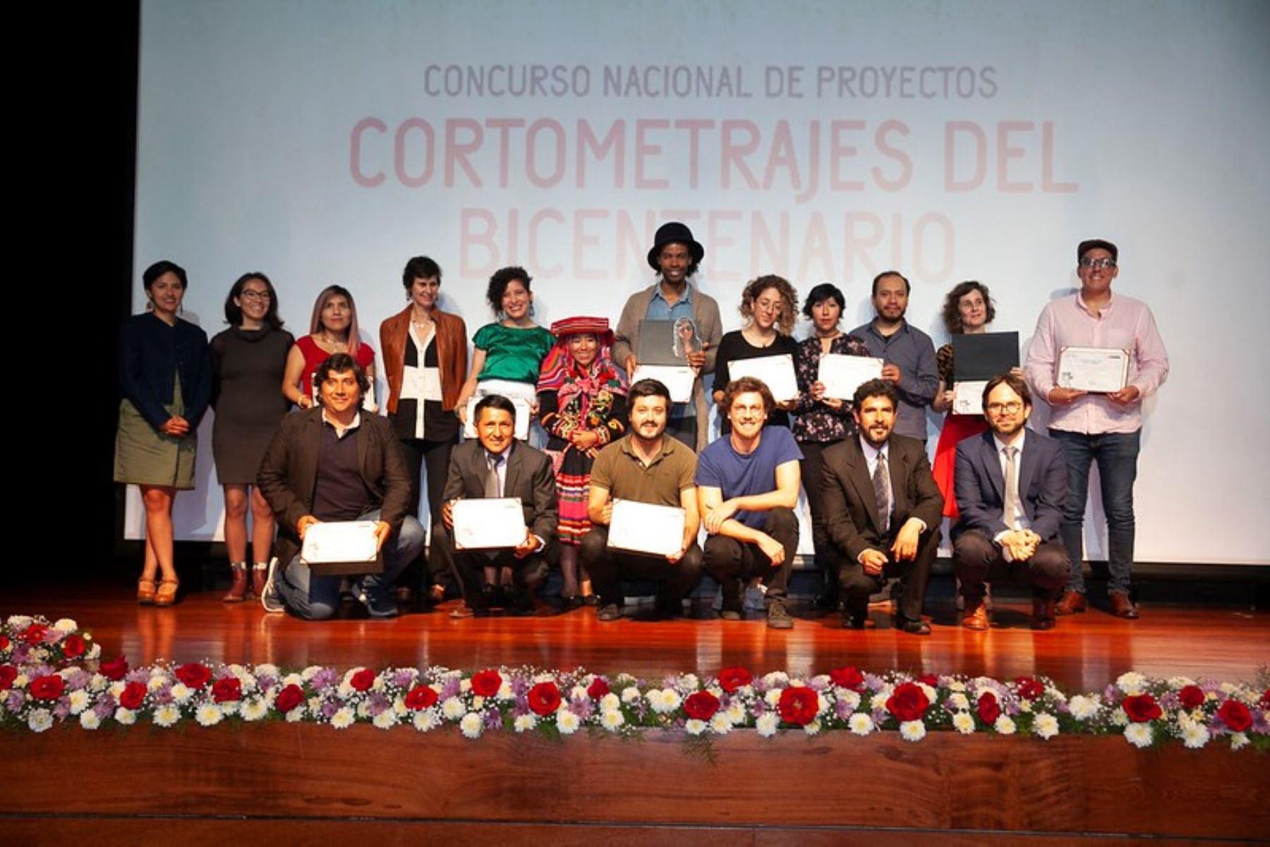 Diez jóvenes realizadores ganaron el concurso de cortometrajes que convocó el Ministerio de Cultura con ocasión de la conmemoración del Bicentenario de la Independencia del Perú.