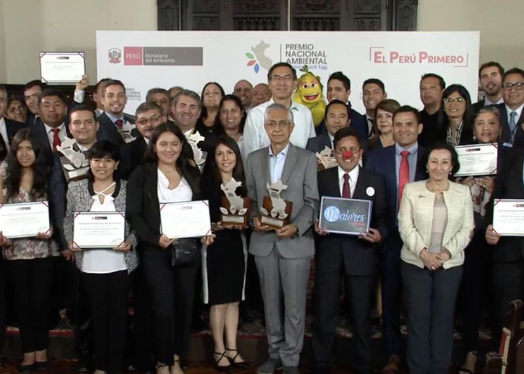 Presidente Martín Vizcarra participa en ceremonia de entrega del Premio Nacional Ambiental.