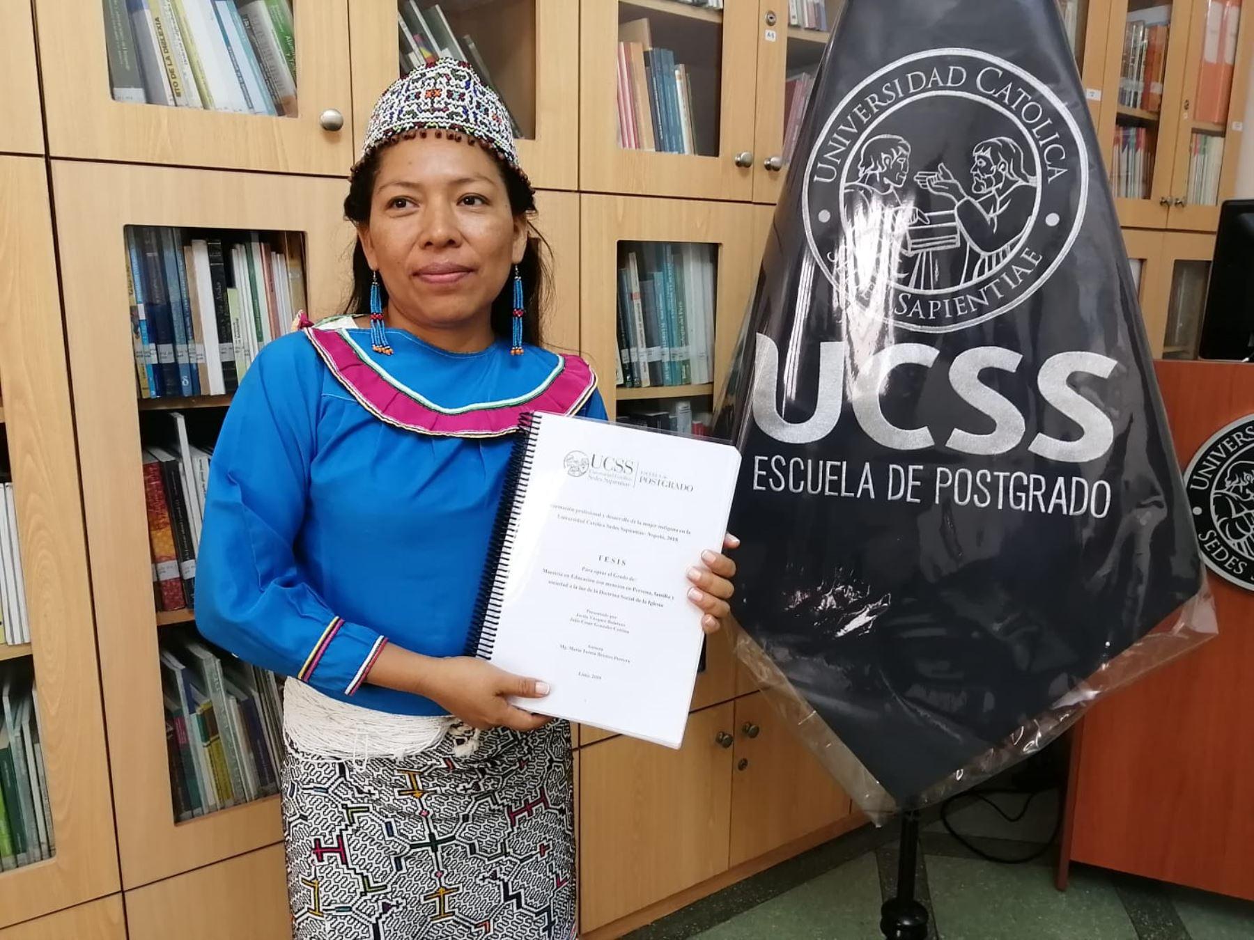 Shipiba Jovita Vásquez sustenta su maestría en su lengua originaria. Foto: ANDINA