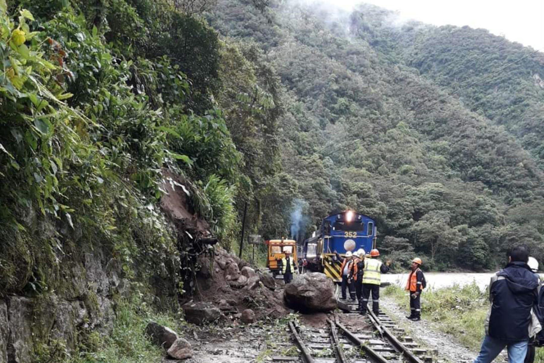 Deslizamiento bloquea la vía férrea a Machu Picchu, en Cusco.