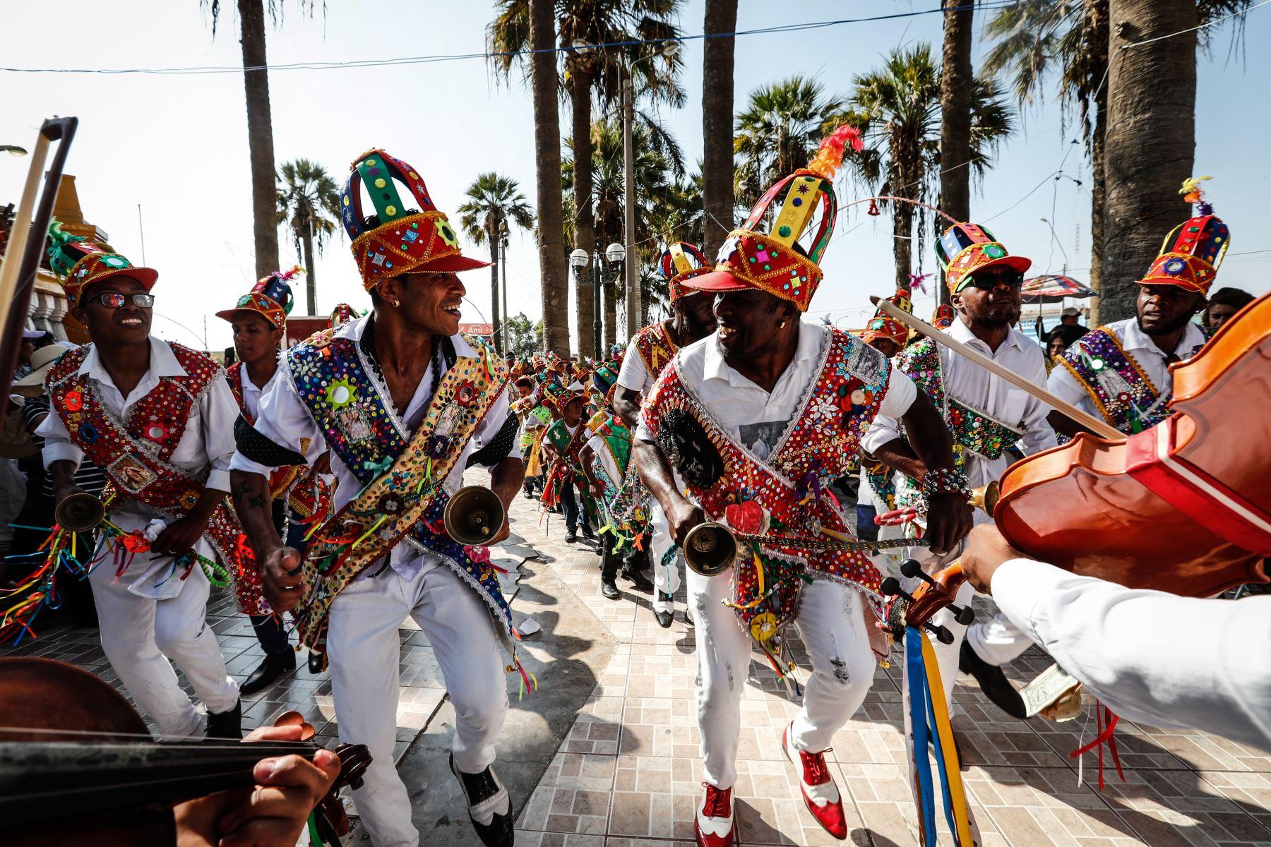 Así celebra Chincha la fiesta de Hatajo de Negritos y Las Pallitas    Noticias   Agencia Peruana de Noticias Andina