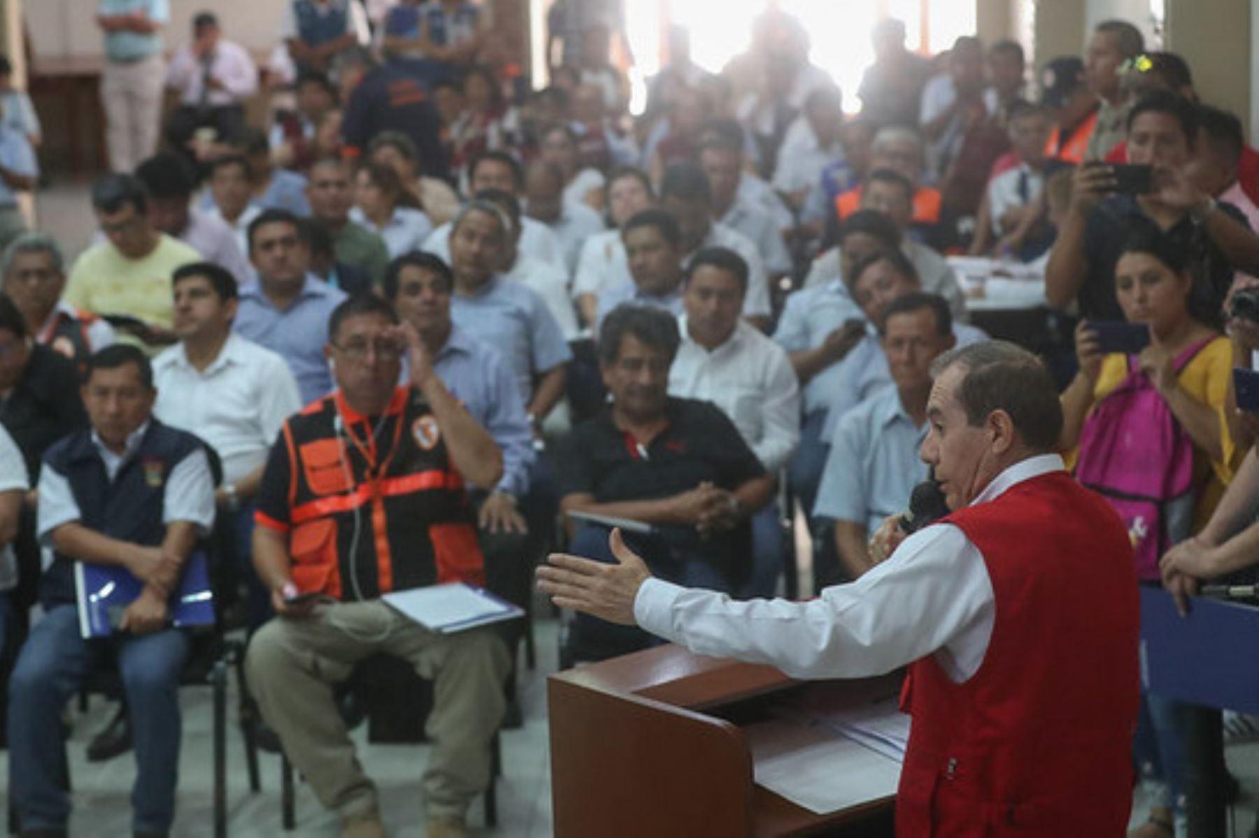 El ministro de Defensa, Walter Martos, invocó a todas las autoridades regionales y locales a identificar los puntos críticos y vulnerables, así como elaborar sus respectivos planes de contingencia.