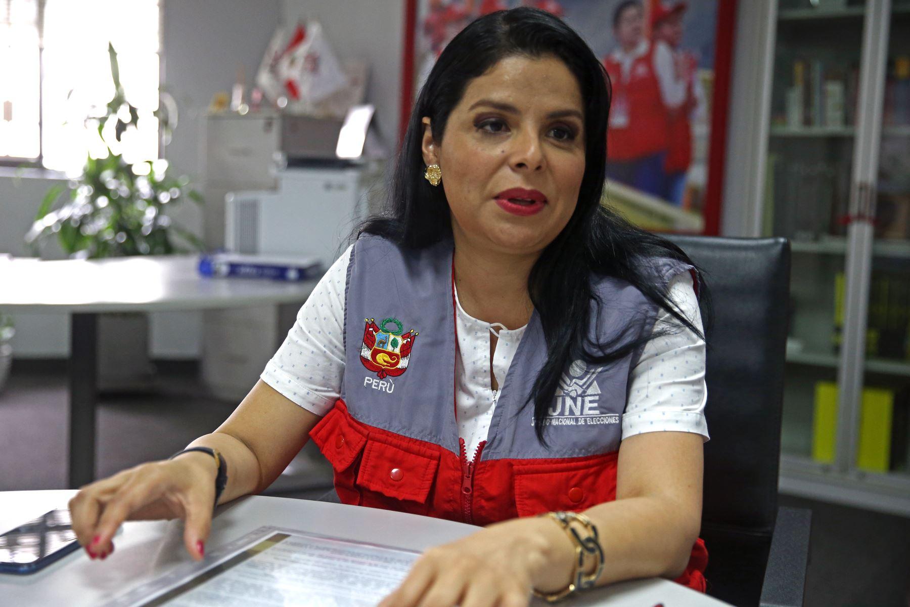 La directora de fiscalización del JNE, Yessenia Clavijo Chipoco está comprometida con la ciudadanía y asegura que el JNE trabaja con esfuerzo y dedicación para que las elecciones sean trasparentes y de acuerdo a ley. ANDINA/Vidal Tarqui