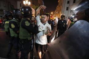 Como se recuerda, los hinchas de Universitario protagonizaron la explosión de bombardas en distintos puntos de la capital debido al 96 aniversario del club merengue. ANDINA/Renato Pajuelo