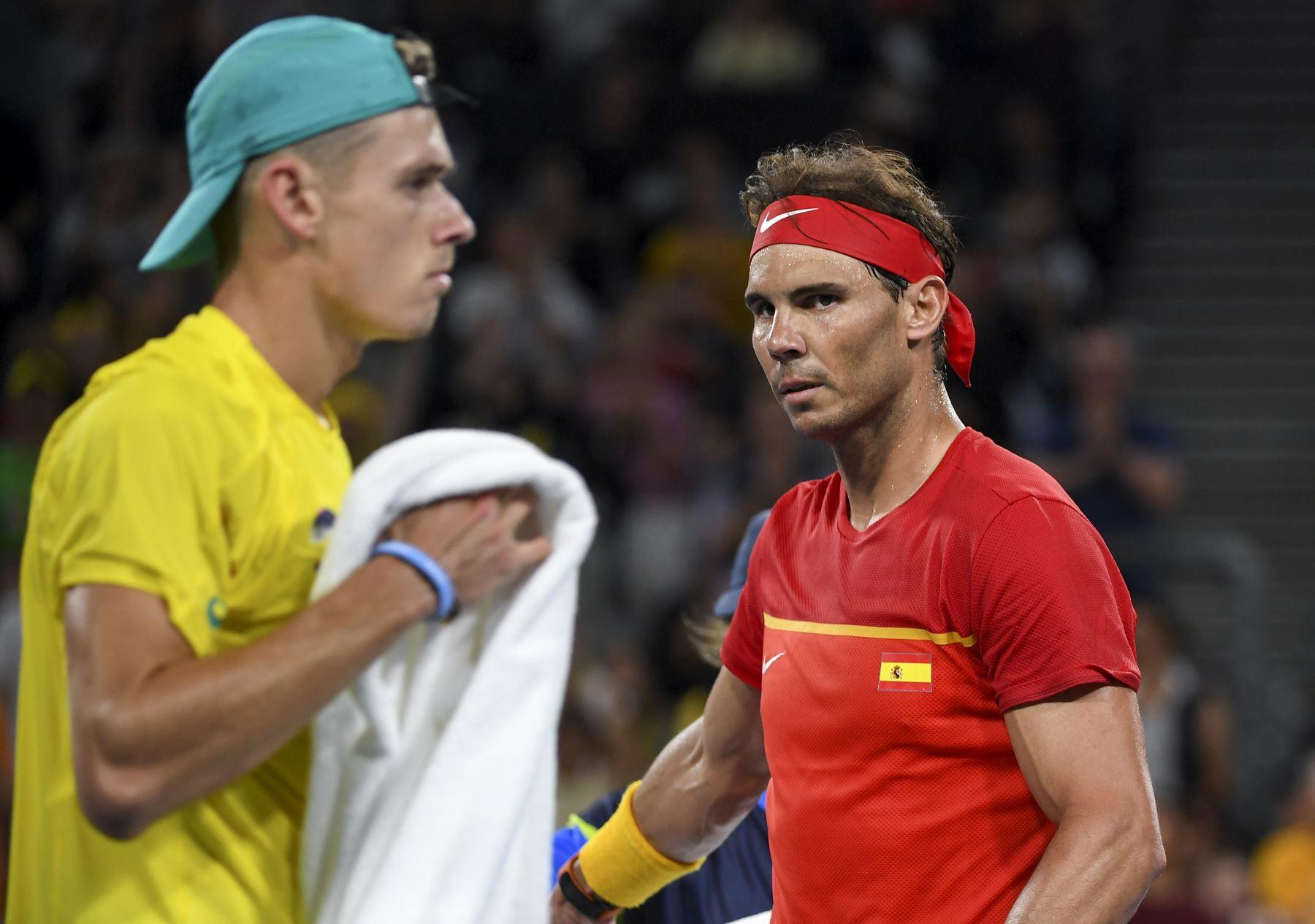 Rafael Nadal de España camina hacia su final durante su partido individual masculino contra Alex de Minaur de Australia en el torneo de tenis ATP Cup en Sydney. Foto: AFP