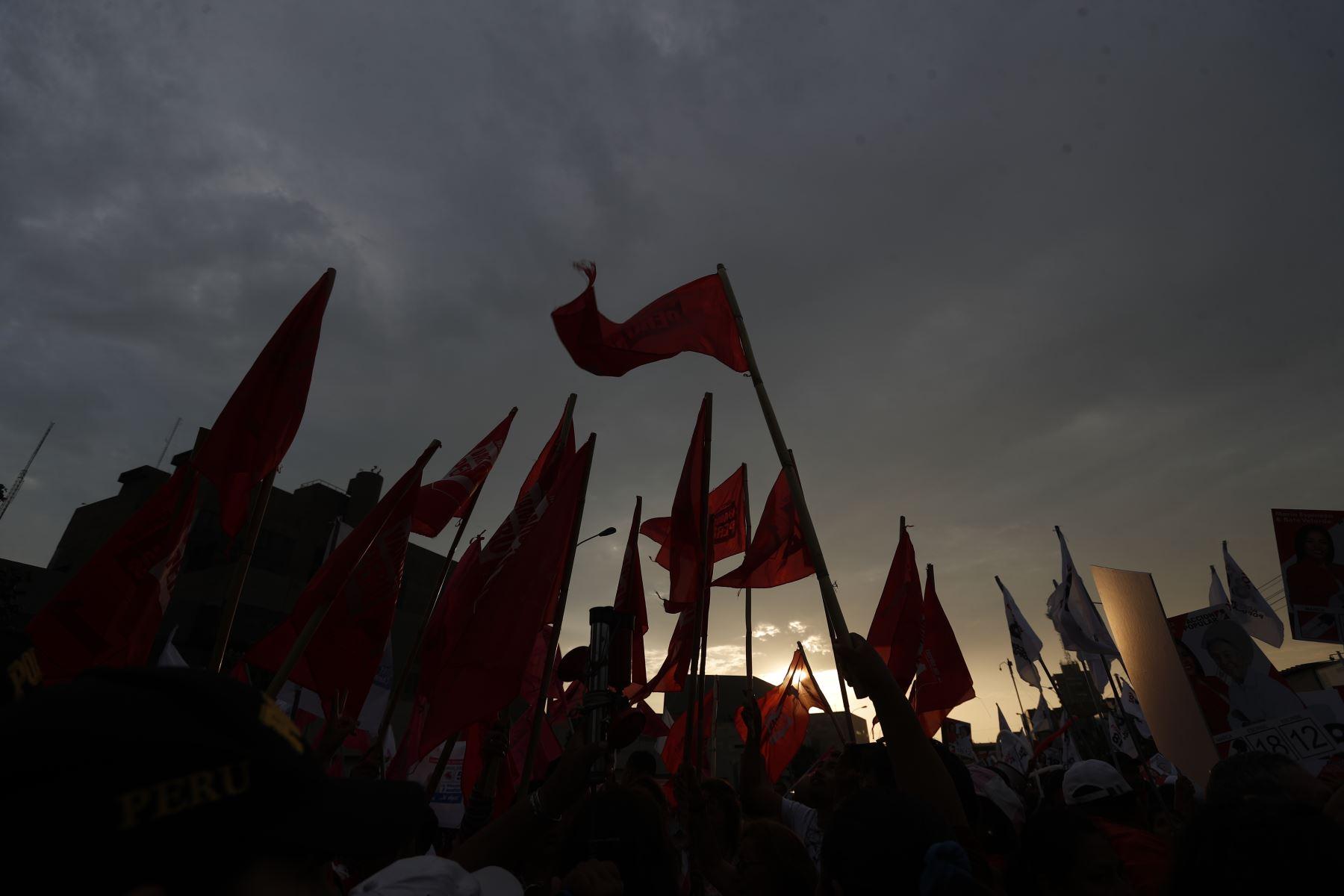Elecciones 2020. Exteriores de Centro de Convenciones de Lima. Foto: ANDINA/Renato Pajuelo