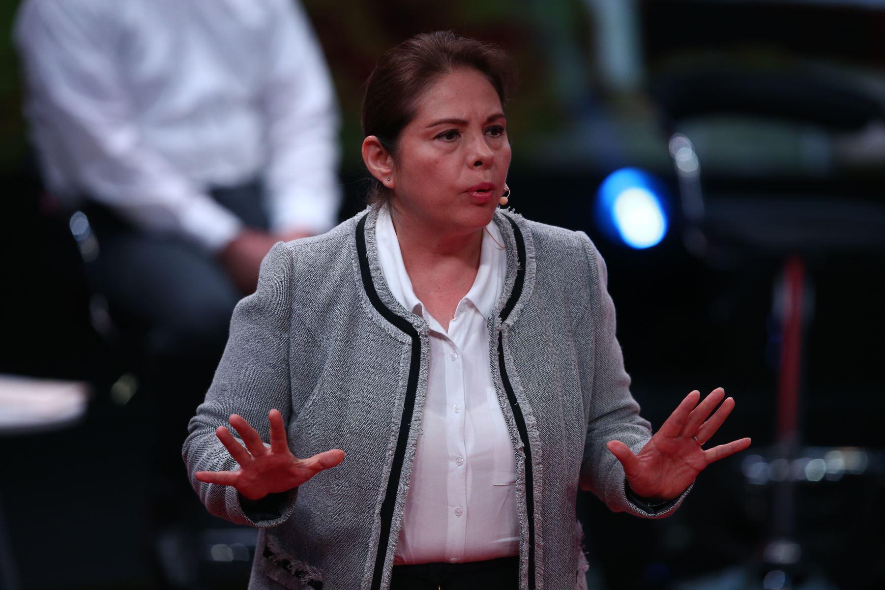 Beatríz Mejía de Avanza País participa en debate. Foto: ANDINA/Vidal Tarqui