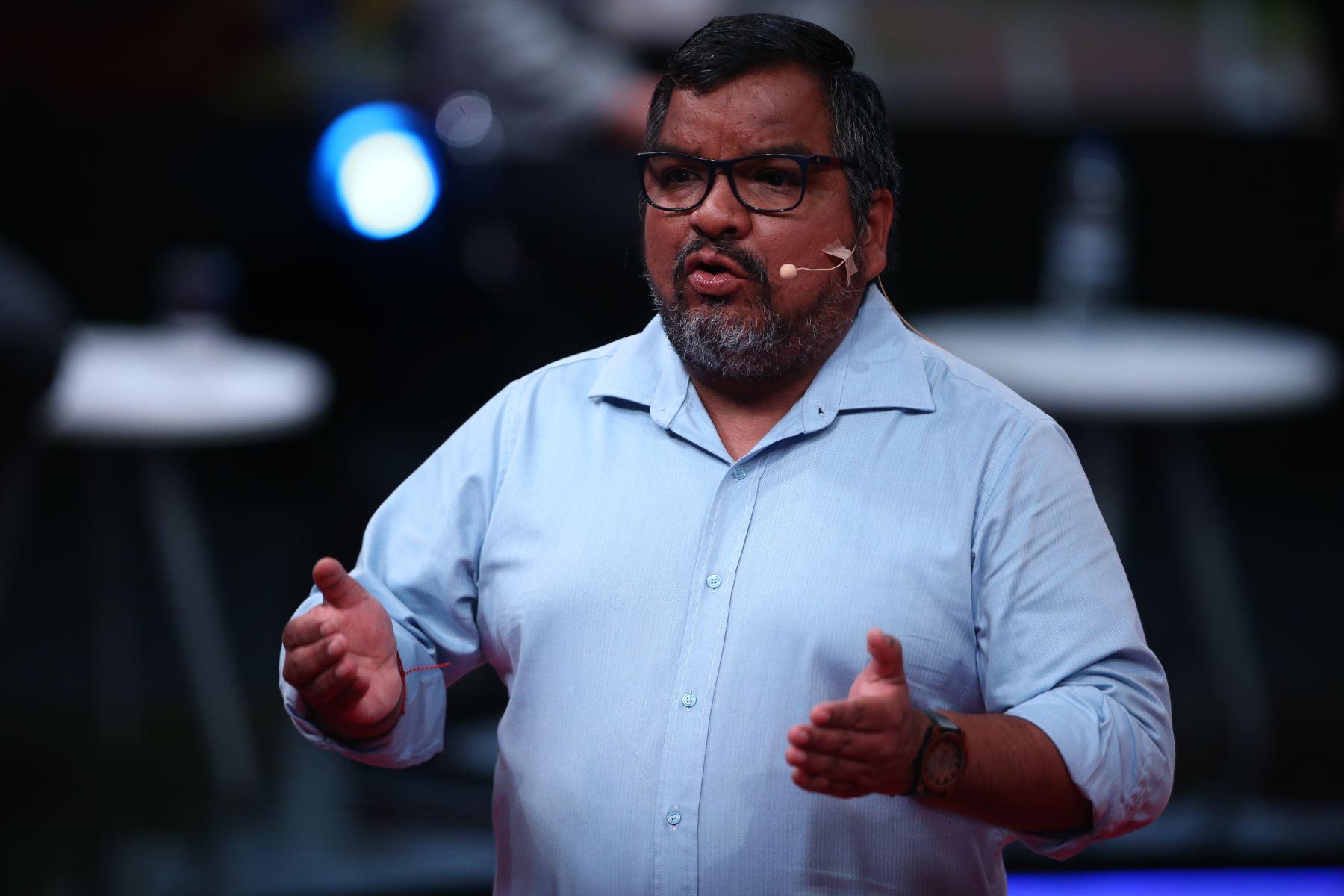 Julio Arbizú de Juntos por el Perú participa en debate. Foto: ANDINA/Vidal Tarqui