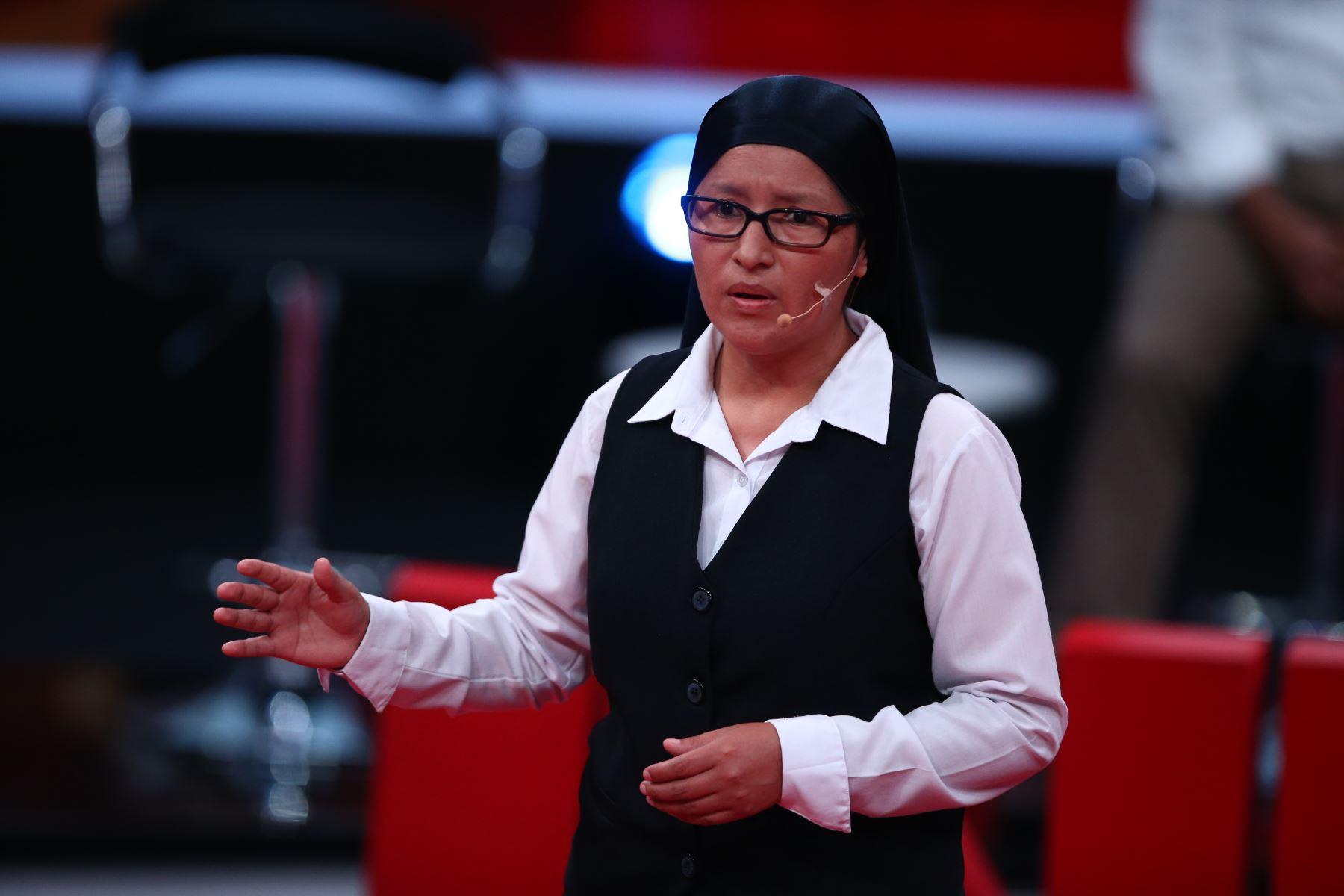 María Cristina Retamozo participa en debate. Foto: ANDINA/Vidal Tarqui