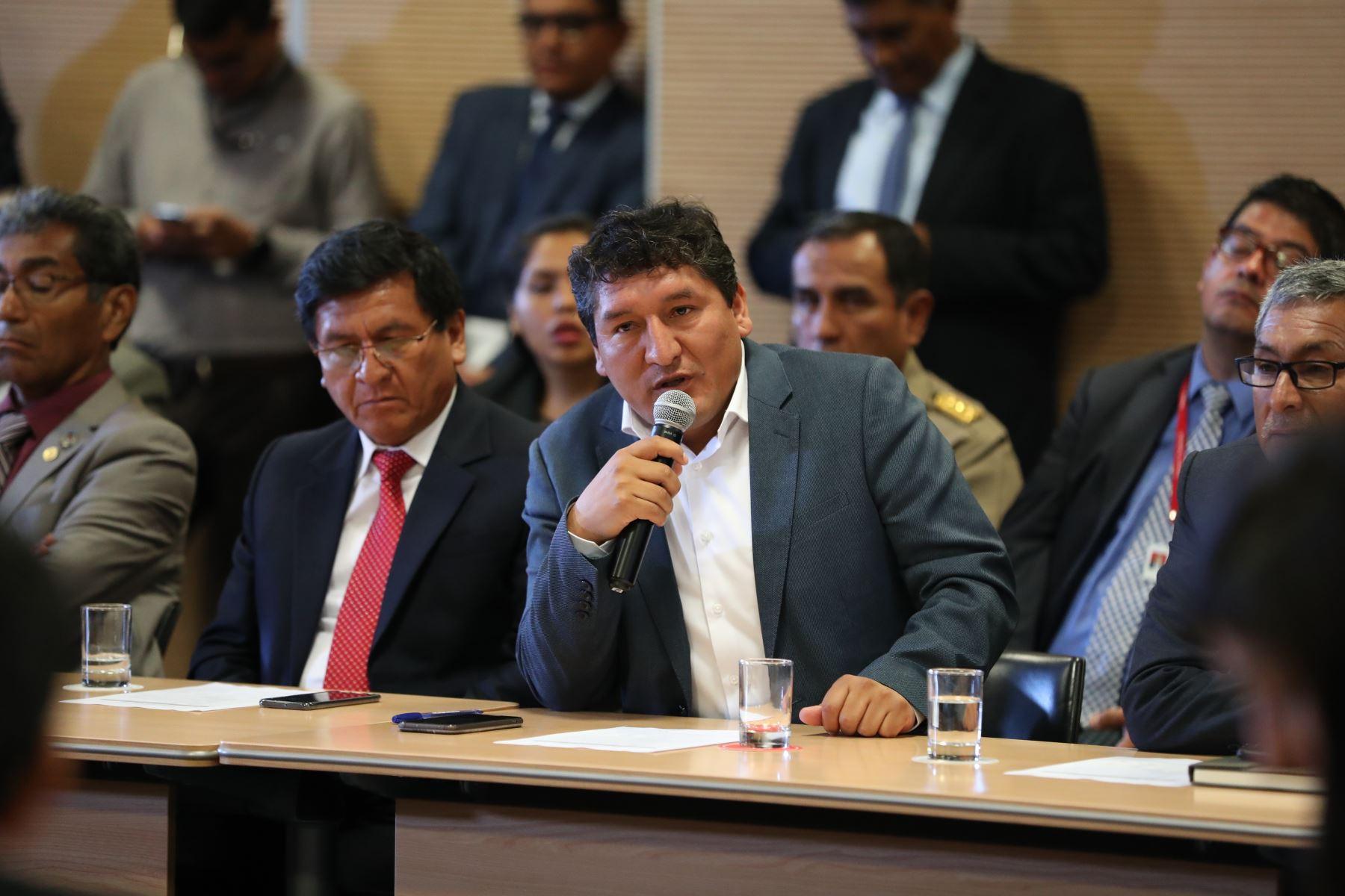 Presidente del Consejo de Ministros , Vicente Zeballos, junto al presidente Martín Vizcarra y la titular del MEF, María Antonieta Alva, sostienen reunión de trabajo con la Asociación de Municipalidades del Perú - AMPE. Foto: ANDINA/ PCM