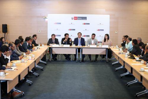 Presidente Vizcarra y titular del Consejo de Ministros se reúnen con la Asociación de Municipalidades del Perú-Ampe