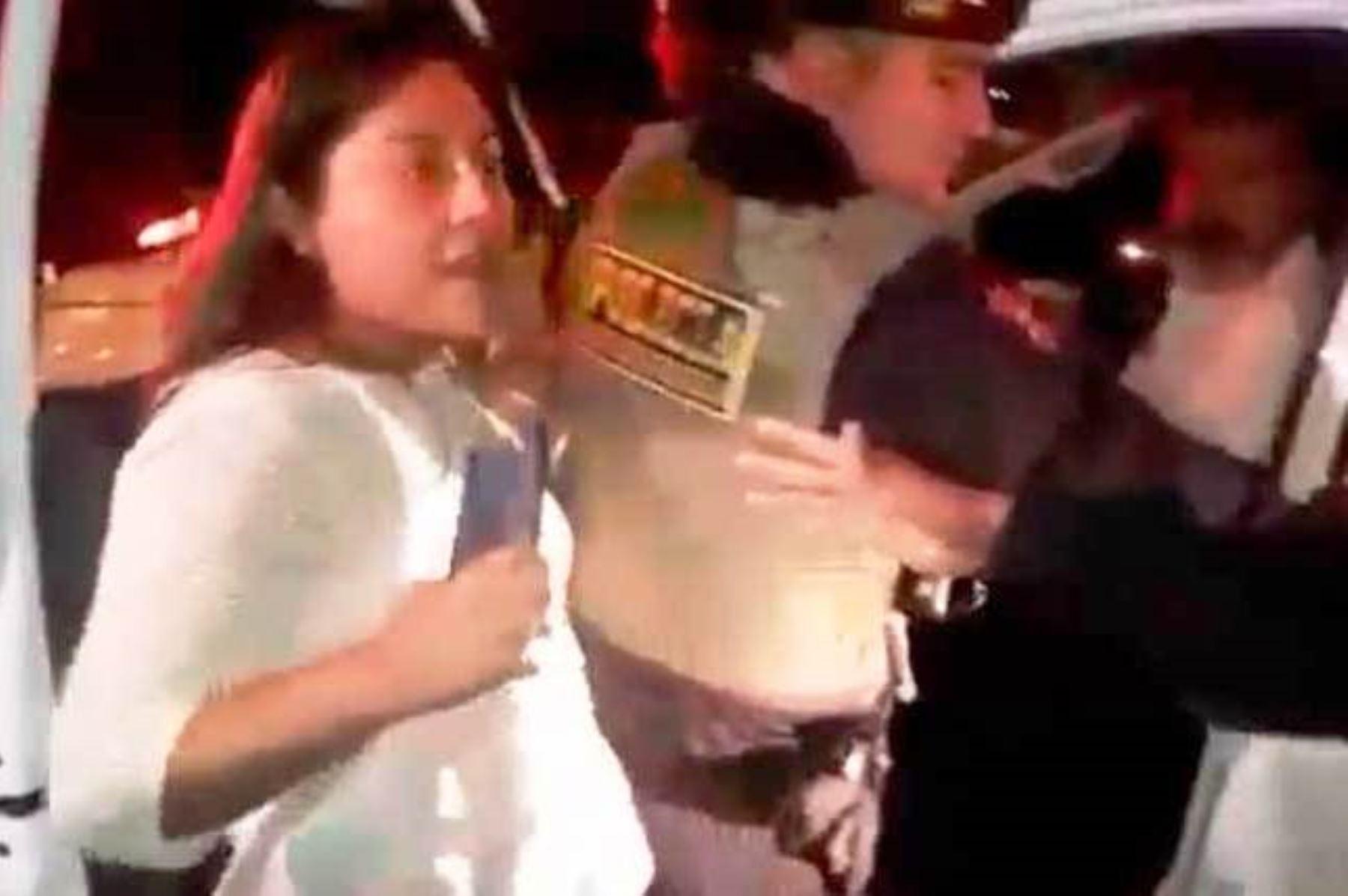 Miraflores: detienen a mujer que mordió a policía durante intervención. Foto: ANDINA/capturaTV.