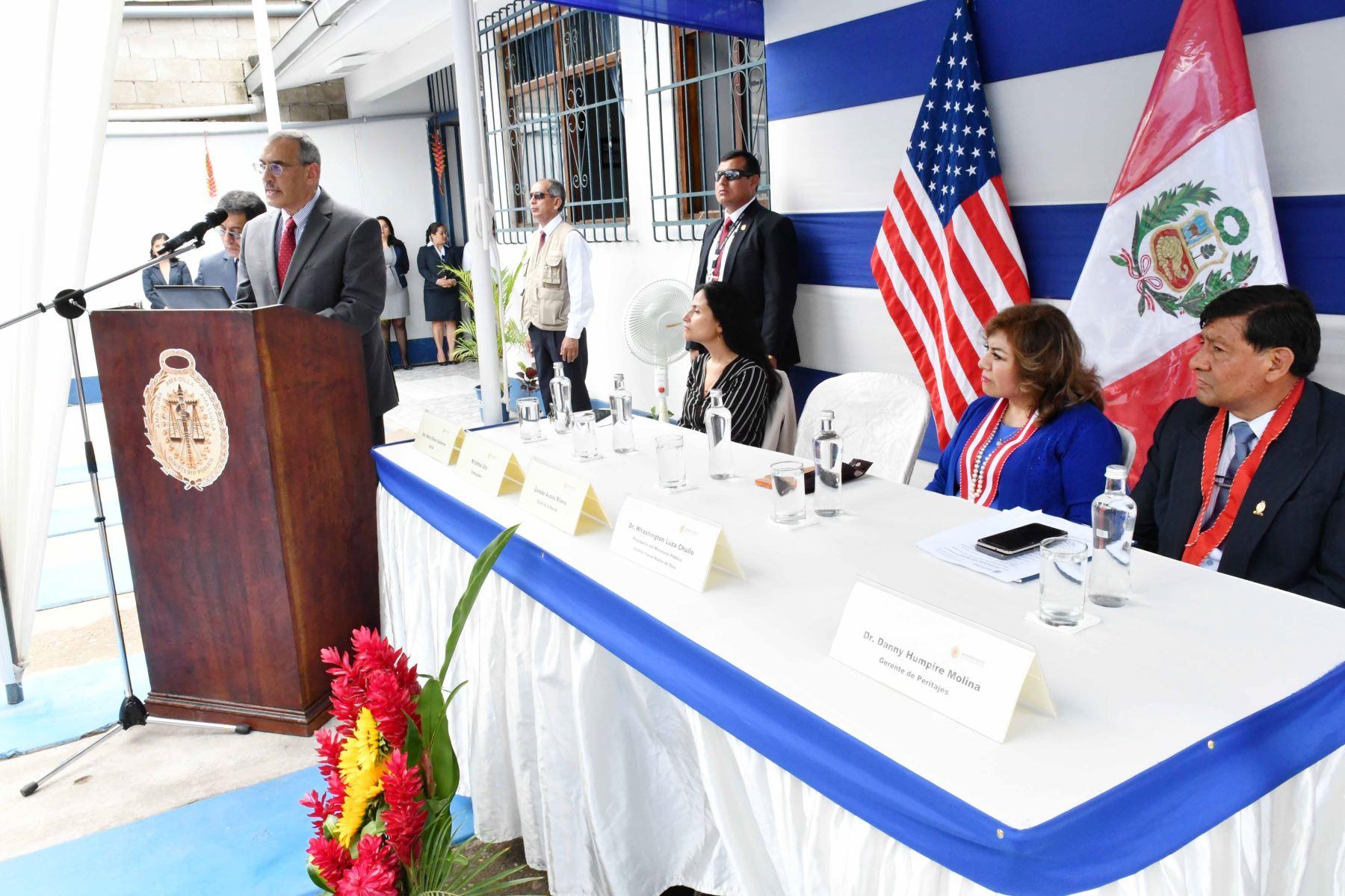 El embajador de Estados Unidos, Krishna R. Urs, durante la inauguración del primer Laboratorio Descentralizado de la Oficina de Peritajes del Ministerio Público, en el distrito fiscal de Madre de Dios. Foto: Cortesía.