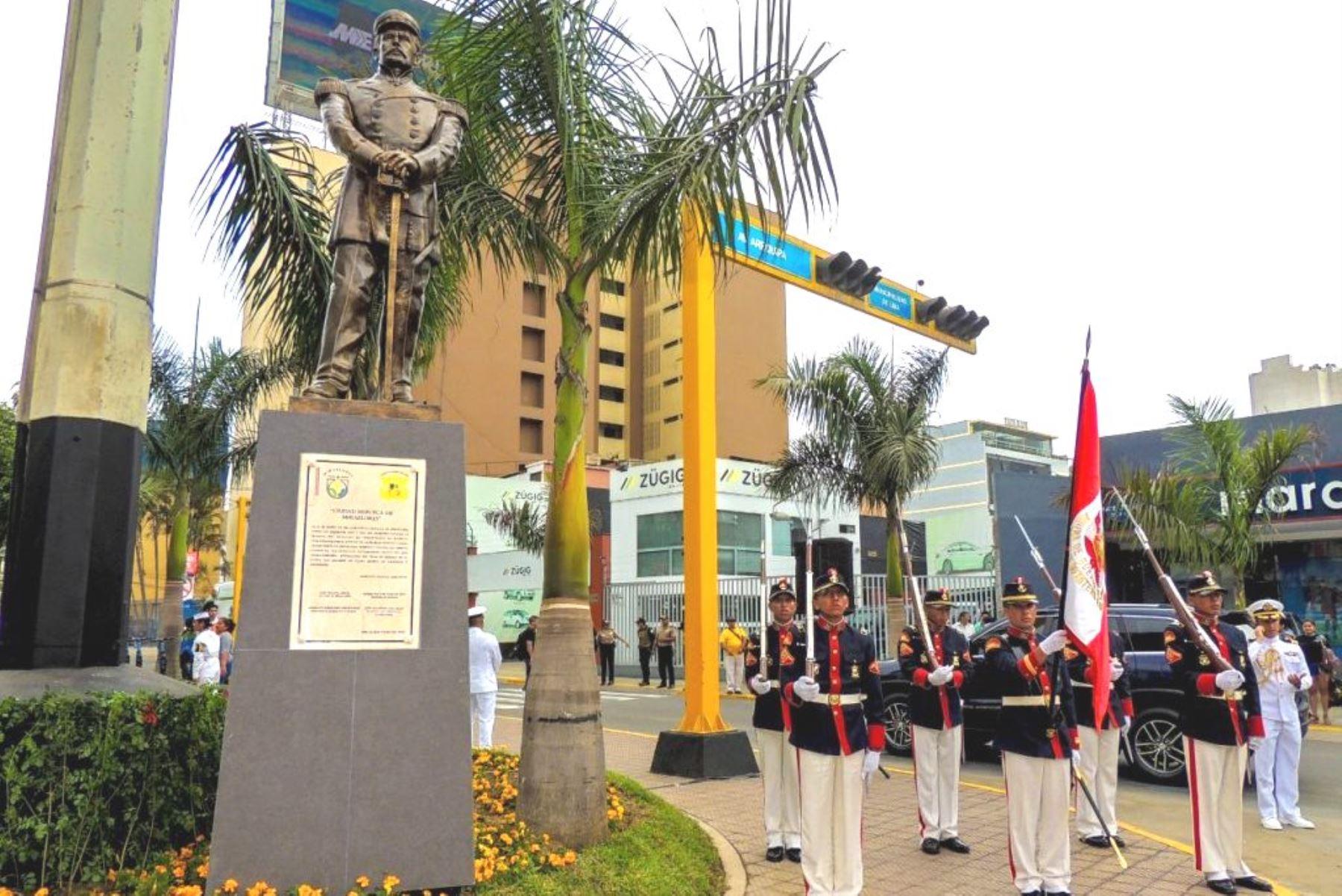 Miraflores: develan efigie del héroe de la Guerra del Pacífico Juan Fanning. Foto: ANDINA/Difusión.