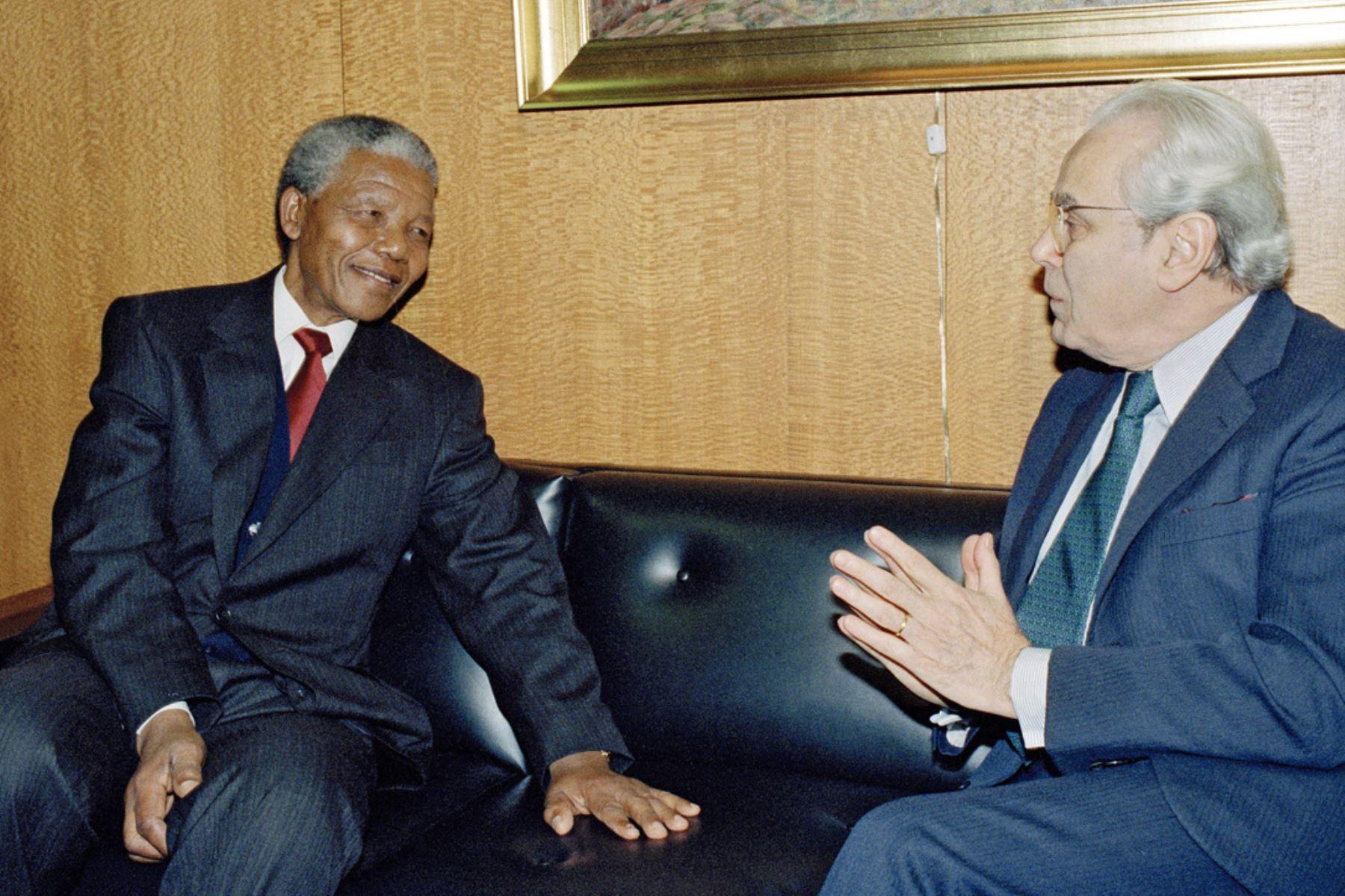 Naciones Unidas, Nueva York - 3 diciembre 1991 / El secretario general de las Naciones Unidas, Javier Pérez de Cuéllar, se reúne con Nelson Mandela, Presidente del Congreso Nacional Africano. Foto: Naciones Unidas