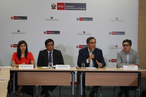 Jefe de Estado, Martín  Vizcarra se reúne con los integrantes de la Red de Municipalidades Urbanas y Rurales del Perú ( REMURPE )