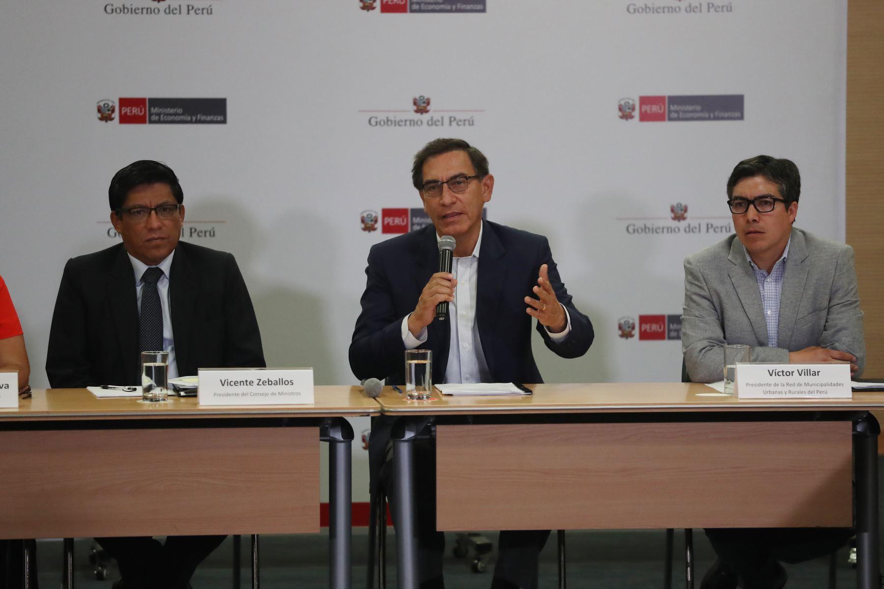 Presidente Martin Vizcarra se reúne con los integrantes de la Red de Municipalidades Urbanas y Rurales del Perú REMURPE en mesas técnicas de trabajo donde se darán a conocer las metas de ejecución presupuestal de inversiones. Foto: ANDINA/Melina Mejía