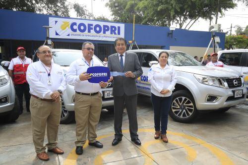 El Ministro de Vivienda, Rodolfo Yáñez y el  director Ejecutivo de COFOPRI, César Figueredo, presentaron la flota de 15 camionetas 4x4 para impulsar la titulación