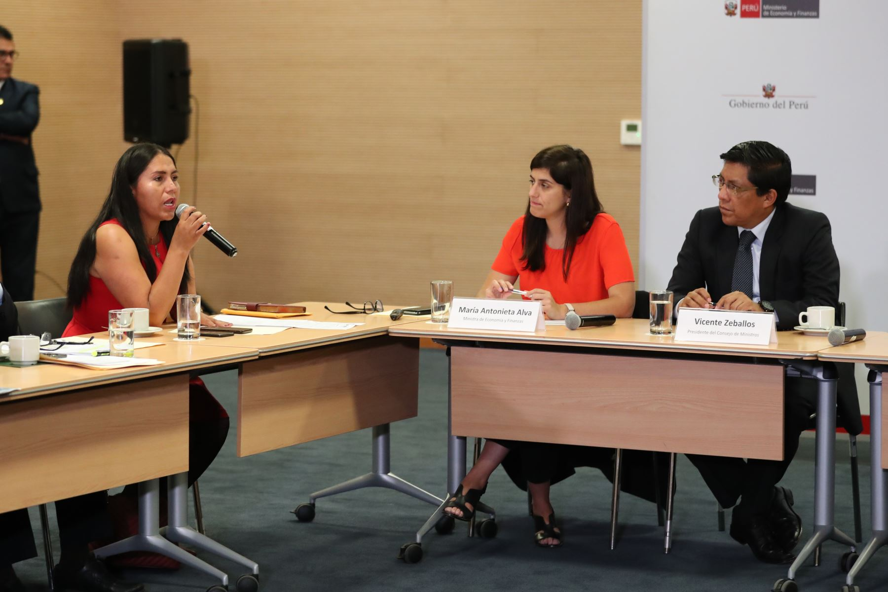 El presidente del Consejo de Ministros , Vicente Zeballos, participa en reunión de trabajo con alcaldes de la Red de Municipalidades Urbanas y Rurales del Perú - REMURPE. Foto: PCM