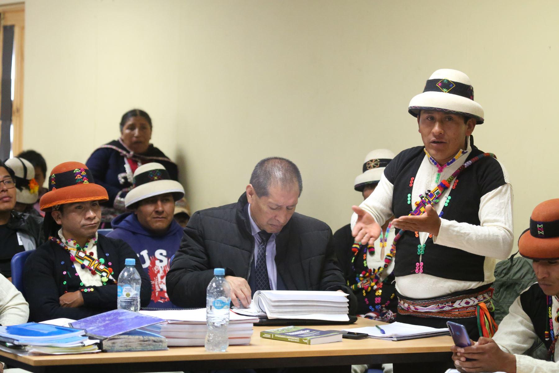 La alta comisionada para el Diálogo y Desarrollo del Corredor Vial Sur, Paola Bustamante, llegó a Nueva Fuerabamba para el seguimiento del cumplimiento de los compromisos entre la comunidad y la empresa. Foto: PCM
