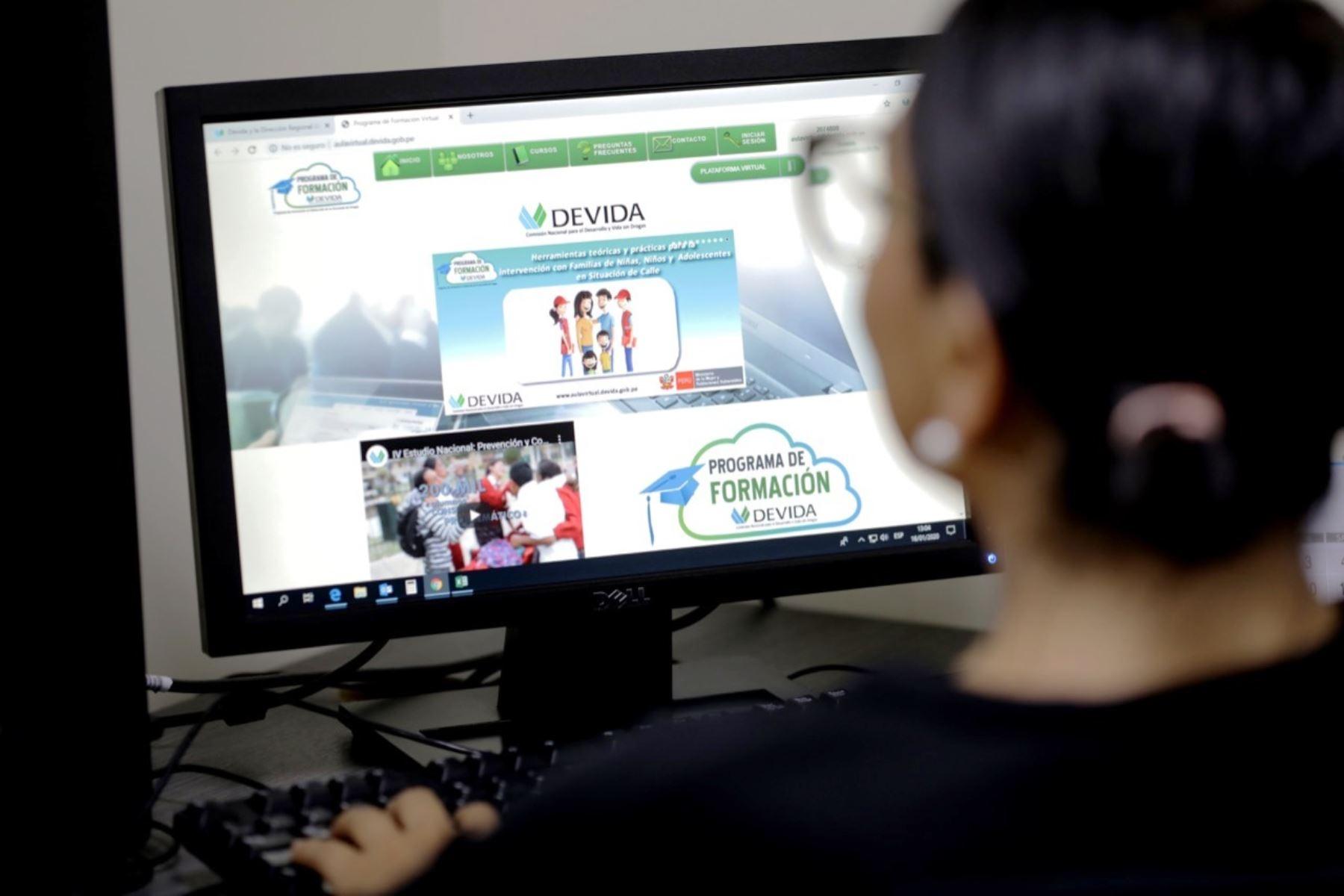 Devida ofrece 1,200 becas a profesionales ligados a la prevención de drogas. Foto: ANDINA/Difusión.
