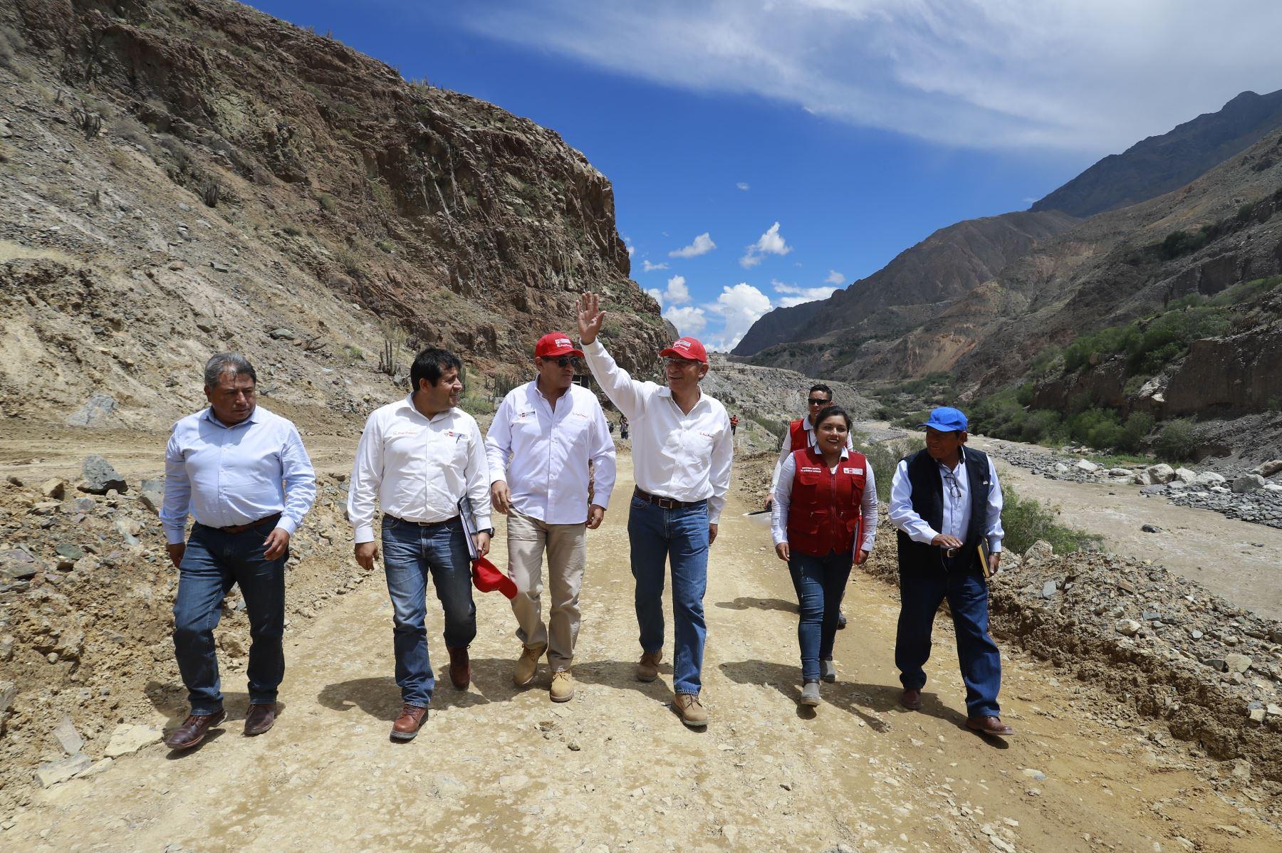 Presidente de la República Martin Vizcarra inspecciona las obras de rehabilitación y mejoramiento de la carretera Moquegua - Omate – Arequipa, intervención que beneficiará a más de 23 mil ciudadanos de la región. Foto: ANDINA/ Prensa Presidencia