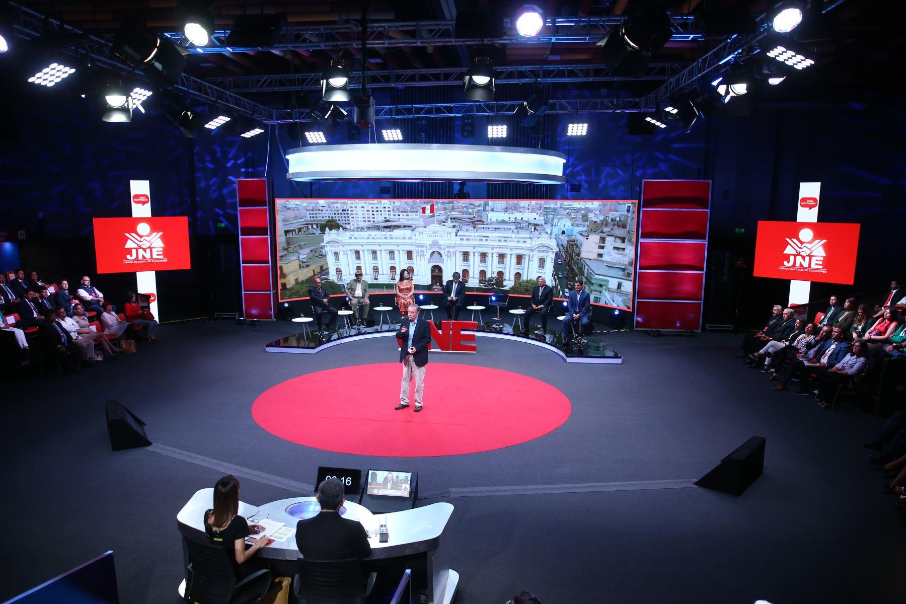 Candidatos al Congreso por Lima Metropolitana exponen sus propuestas en Centro de Convenciones de San Borja. Foto: