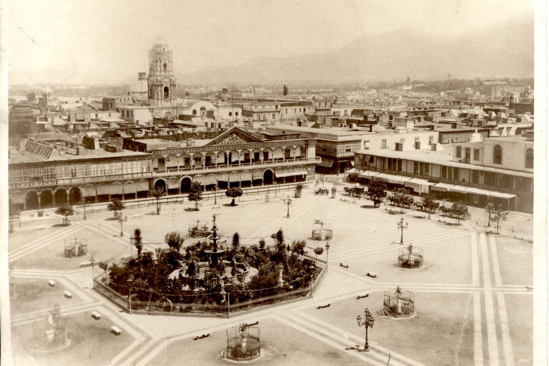 Vista de la Plaza Mayor de Lima desde campanario de la Catedral. Foto: ANDINA/archivo