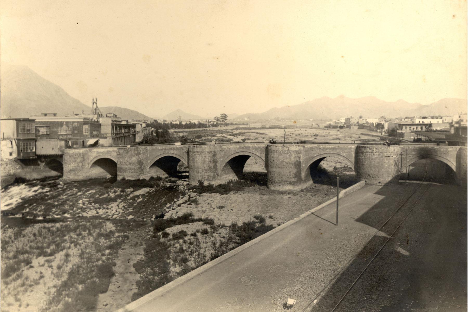 Puente de Piedra, hoy Puente Trujillo. Hasta 1861 fue el único puente que cruzaba el Río Rímac Foto: ANDINA/archivo