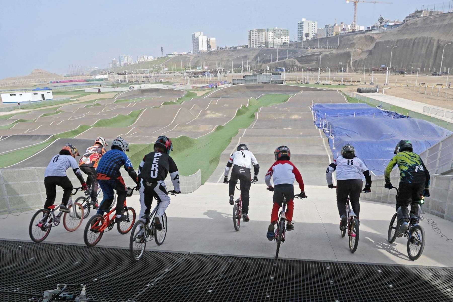 Programa de Formación y Captación de Talento de Ciclismo BMX en la Sede Costa Verde de Lima 2019 en san Miguel. Foto: Difusión Lima 2019